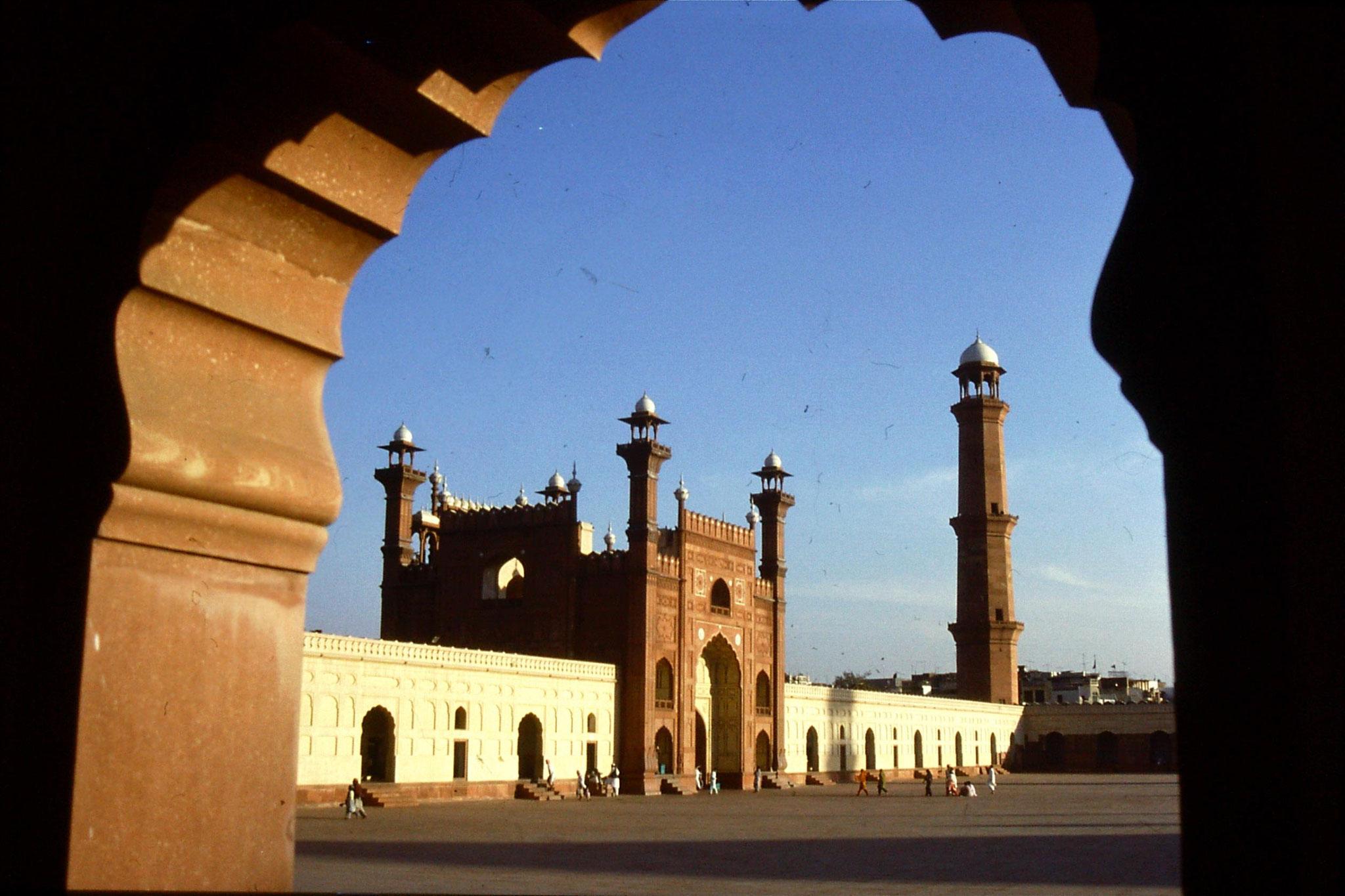 15/11/1989: 7: Lahore, Badsahi Mosque