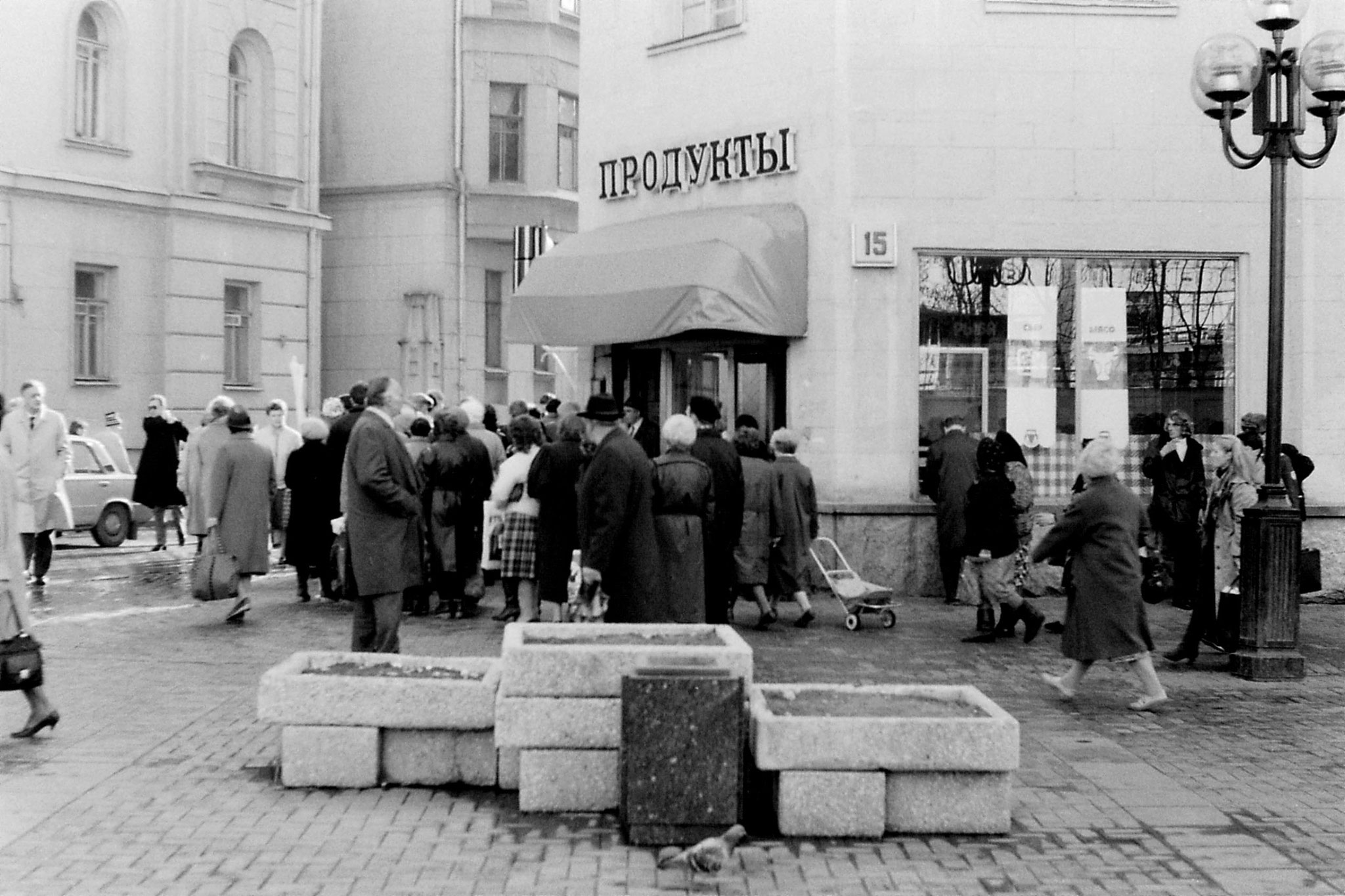 18/10/1988: 14:Ul. Arbat queue