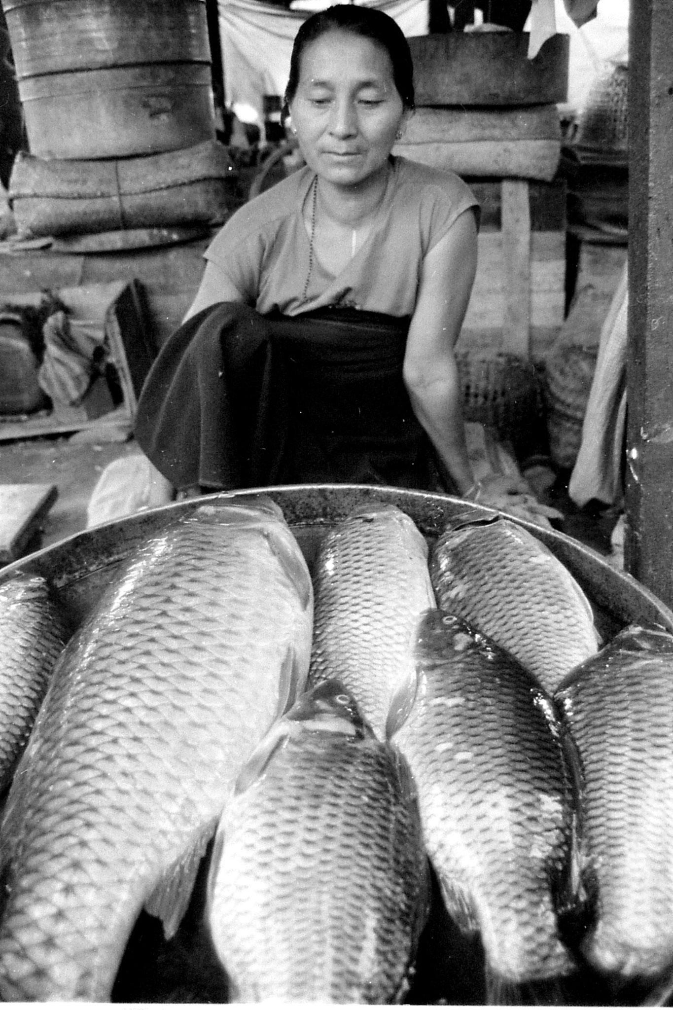 17/4/1990: 7: Imphal women's market