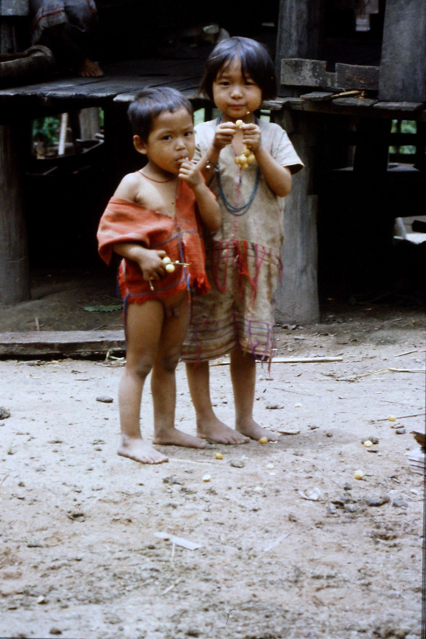 12/6/1990: 11: Trek - Mae Mi village (Karen)