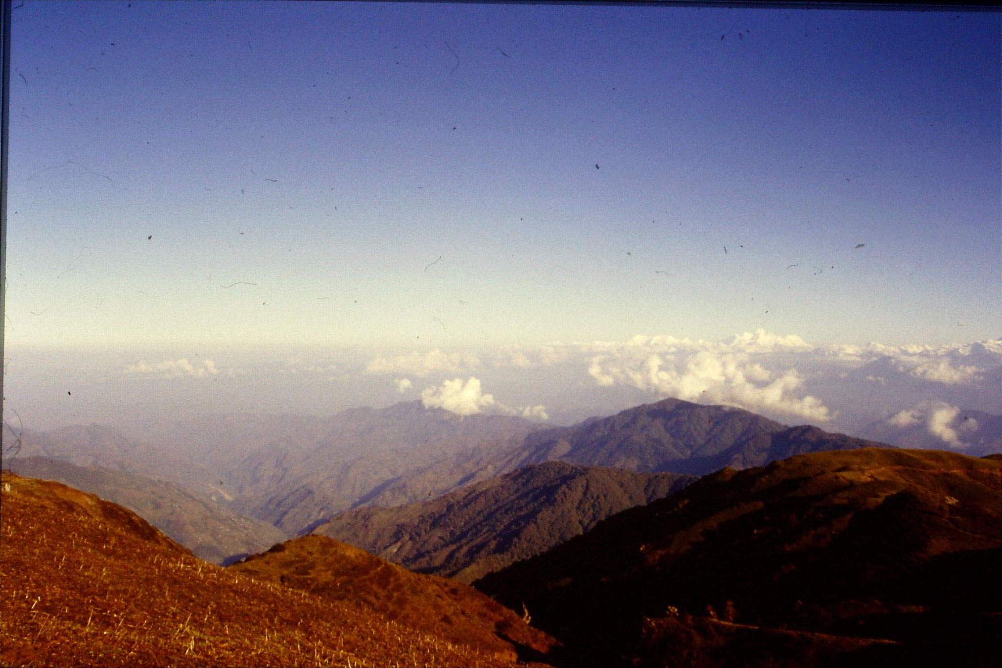 8/5/1990: 23: panorama - Everest on right
