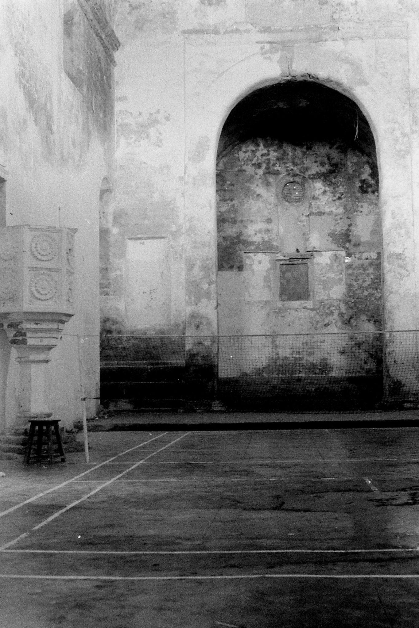 16/12/89: 13: Diu:  church interior as badminton court