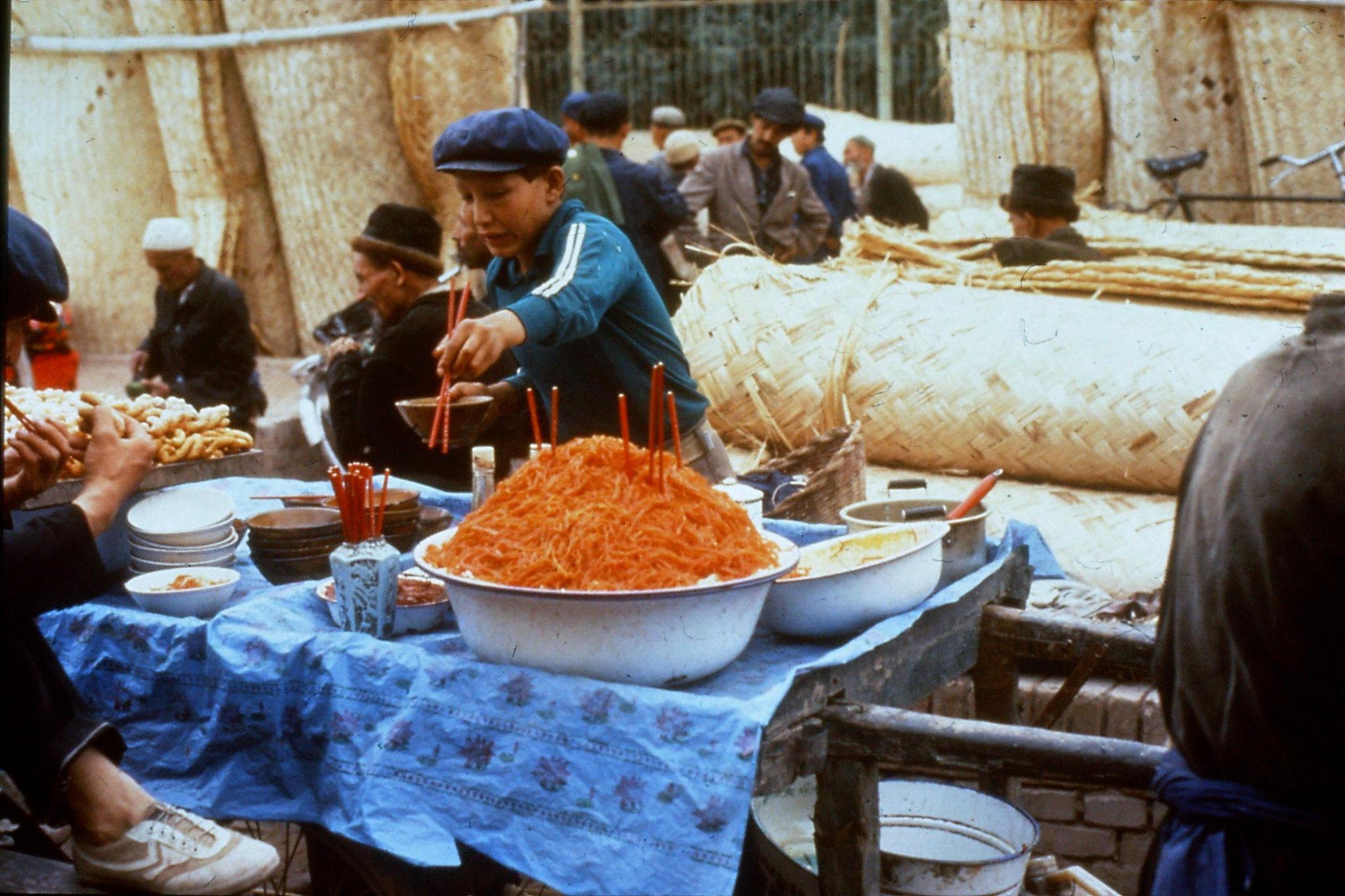 10/9/1989:21: Kashgar Sunday market