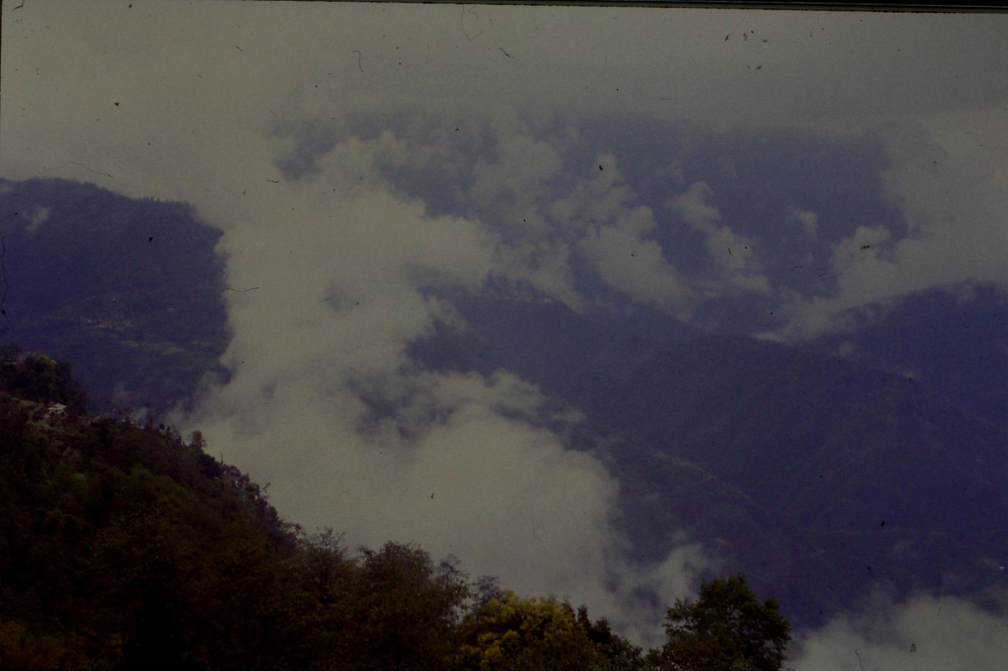 115/25: 27/4/1990 Pelling - Sanga Choling monastery
