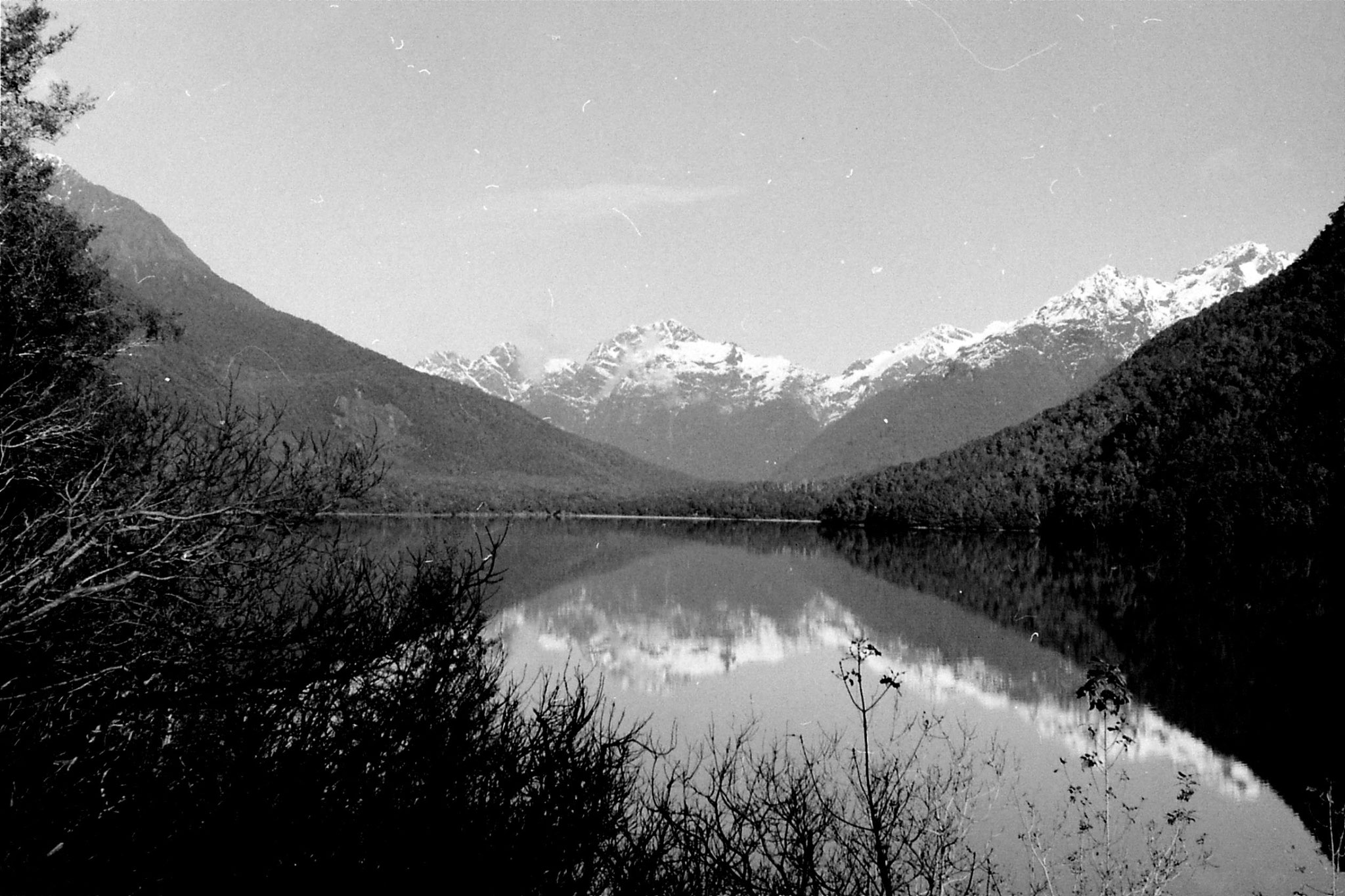 15/8/1990: 14: Lake Gunn from road