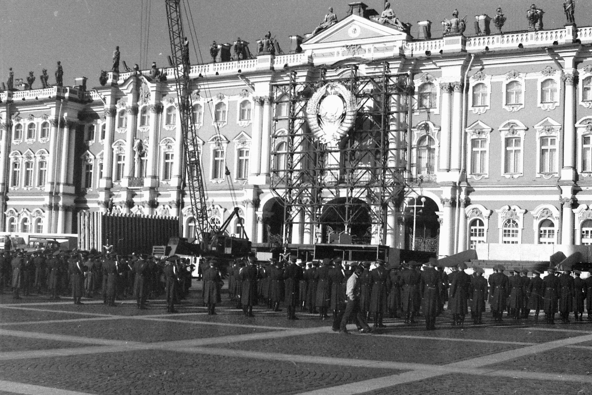 13/10/1988: 5: band at Winter Palace Leningrad