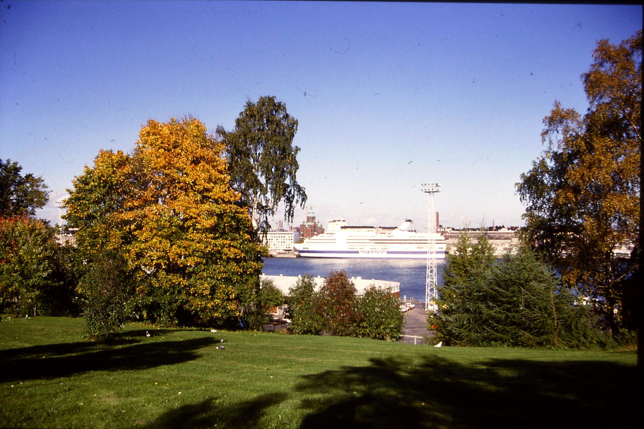 30/9/1988: 32: 'Sally Albatross' & Uspenski Cathedral