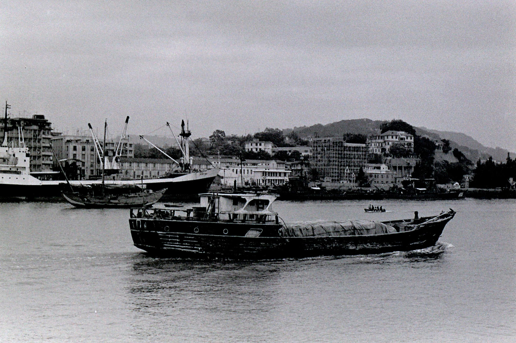 30/3/1989: 32: Xiamen ships from ferry to Gulanggu