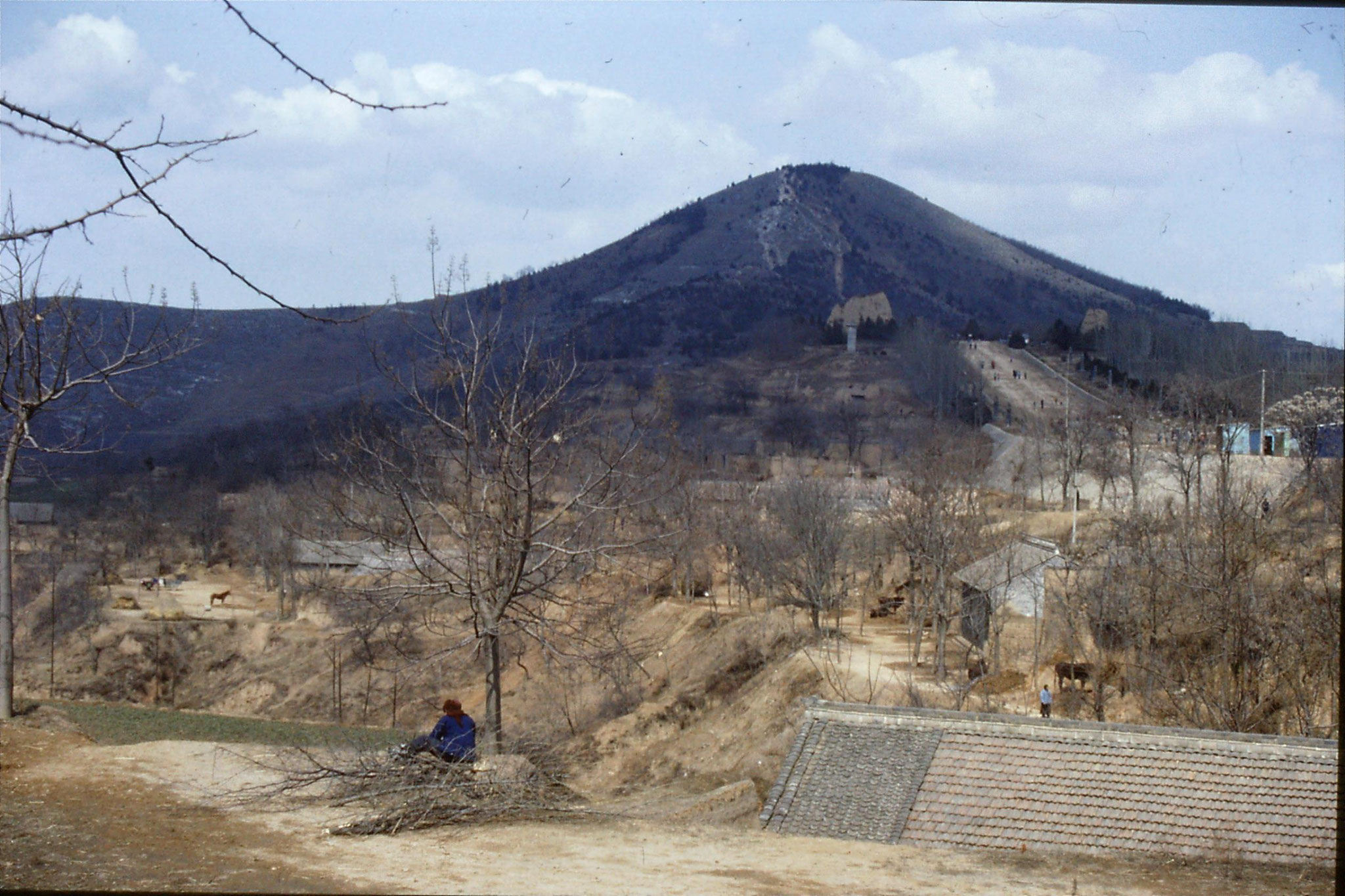 7/3/1989: 33: village in side of hill