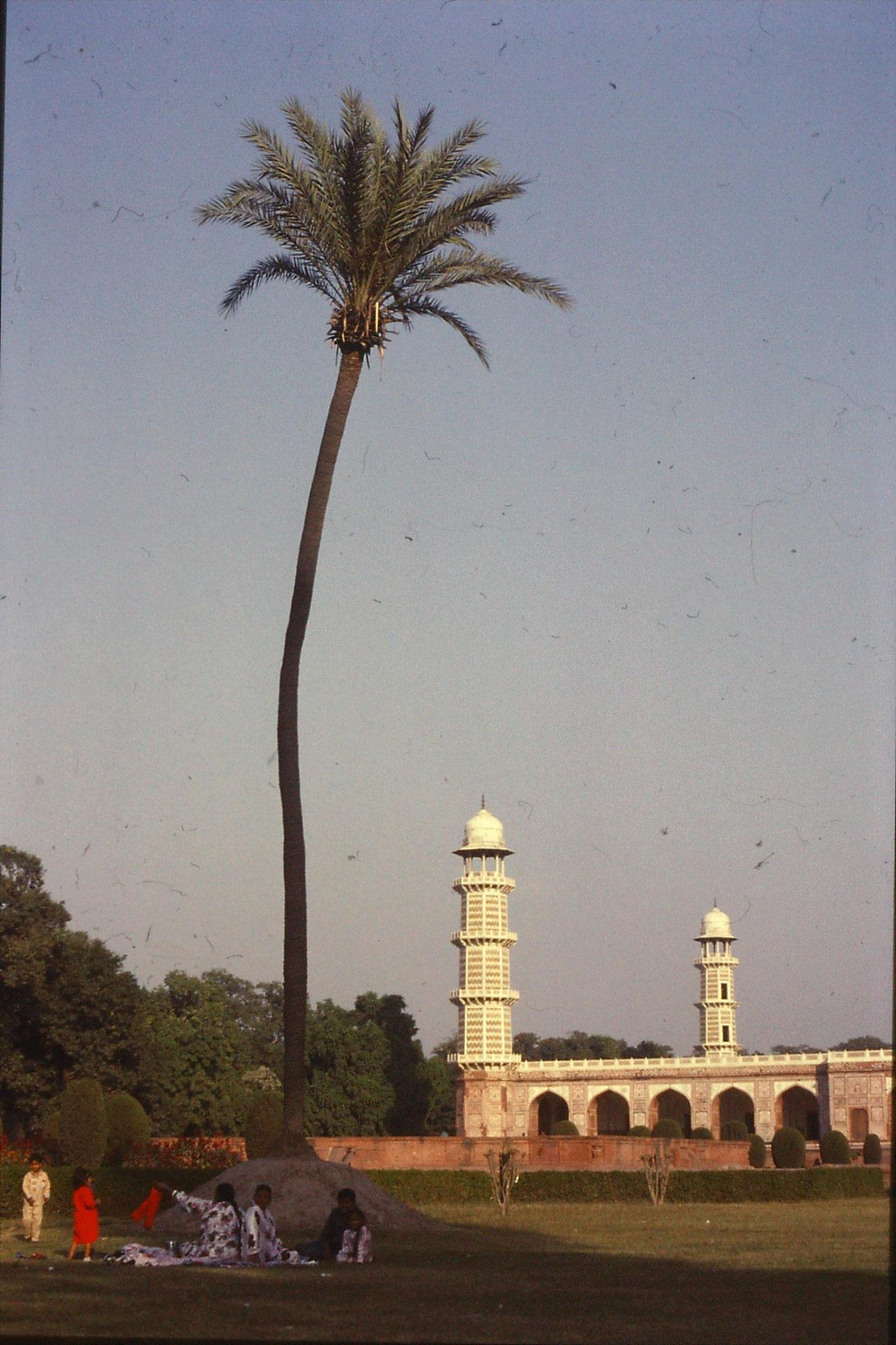 10/11/1989: 1: Lahore, Jehangir's tomb