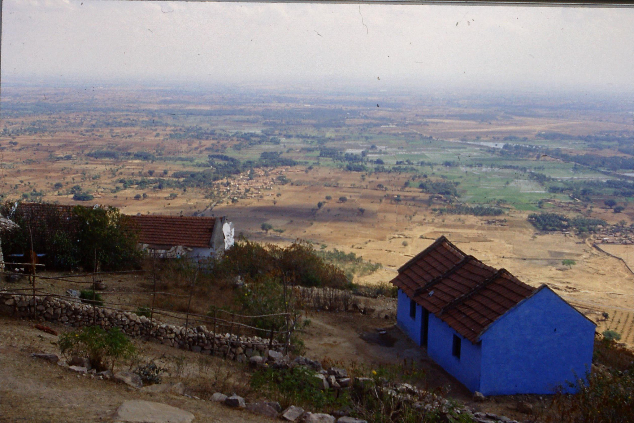 108/4: 12/3/1990 - Mysore - countryside SE from hill