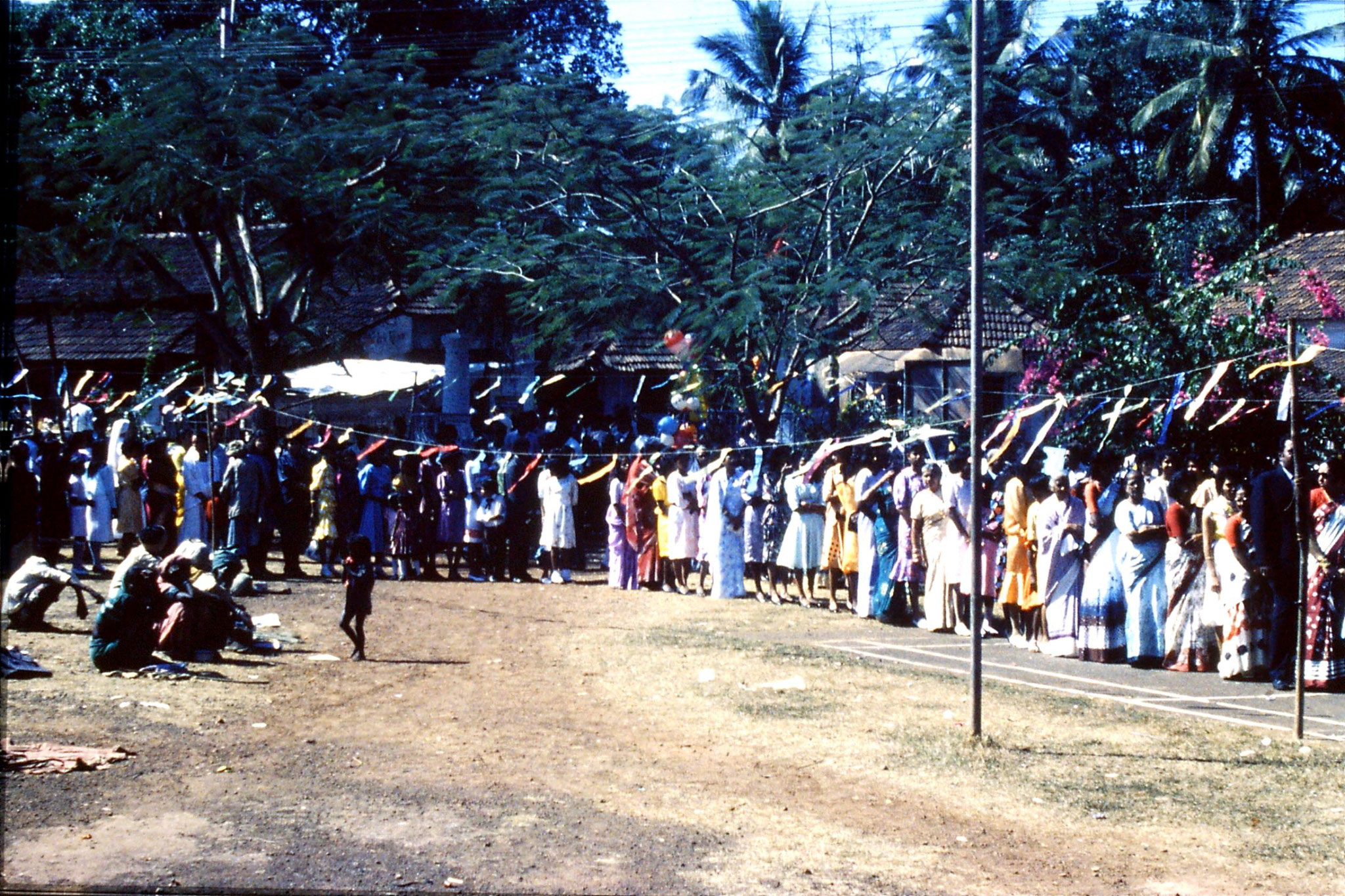 31/12/1989: 13: Siolim church and 10.30 mass procession