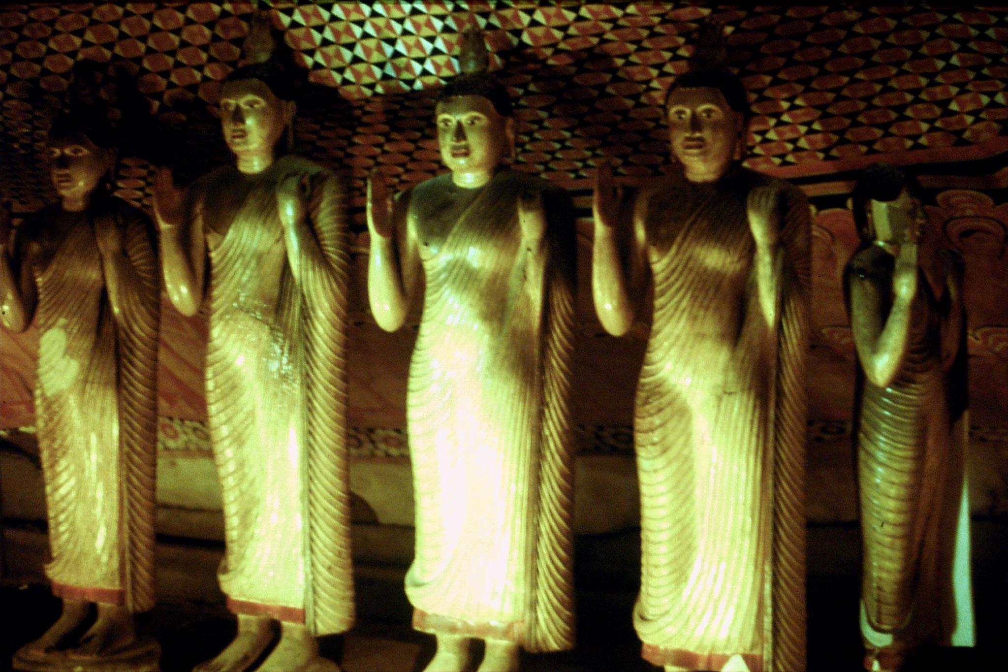 102/26: 6/2/1990 Dambulla - temple built by last Kandy king