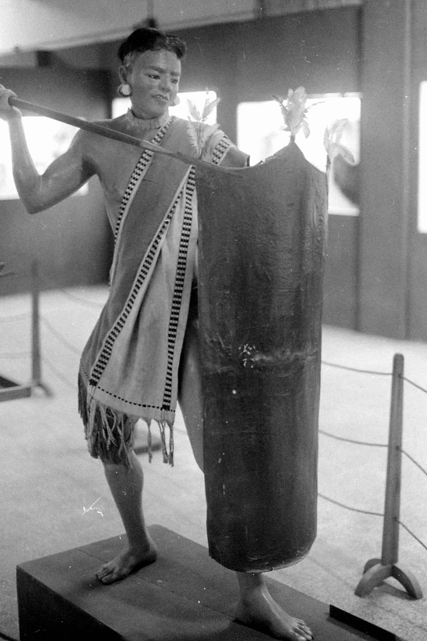 18/4/1990: 15: Museum Tangkhul Naga Warrior