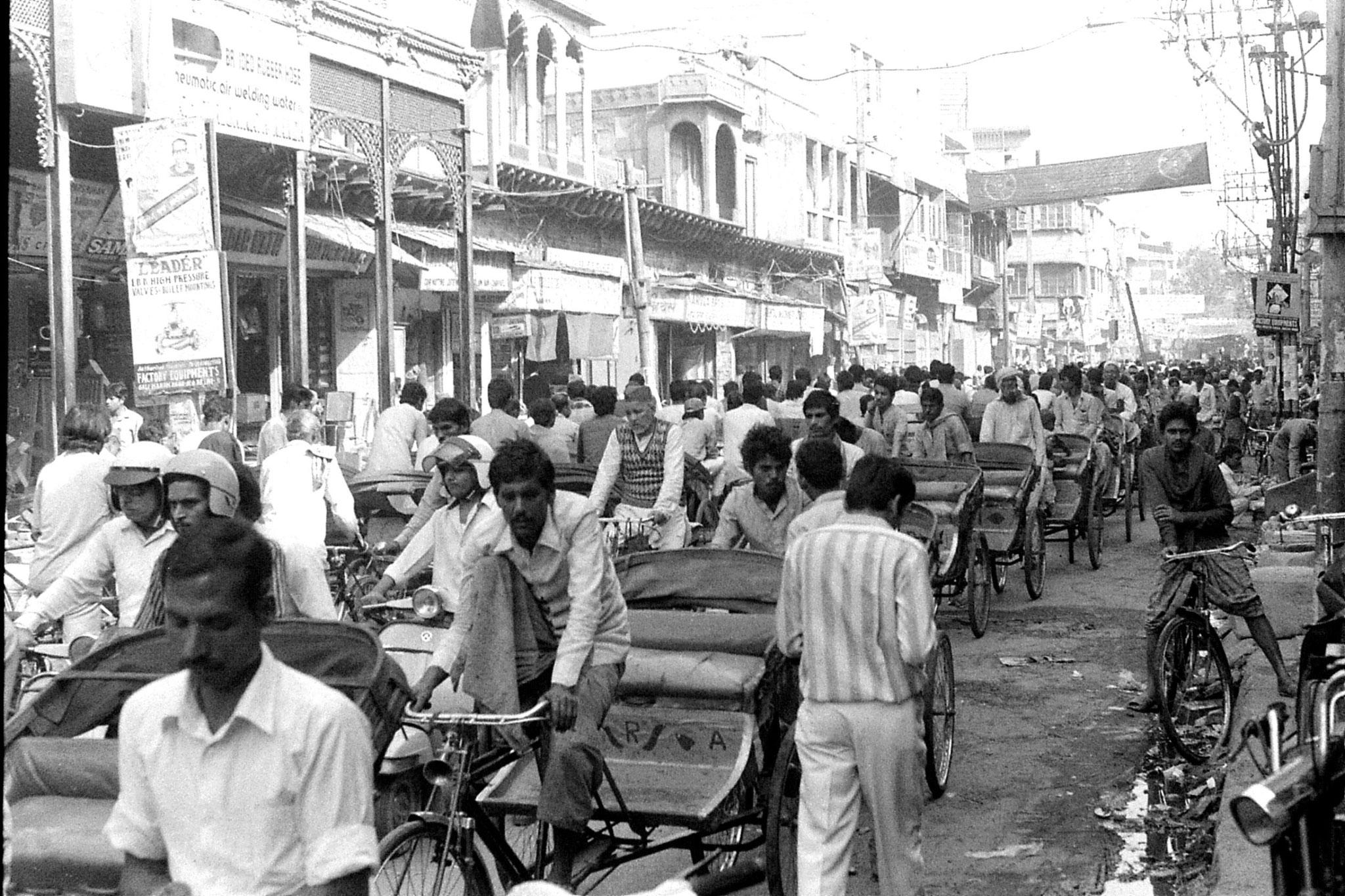 20/11/1989: 10: New Delhi rickshaw jam