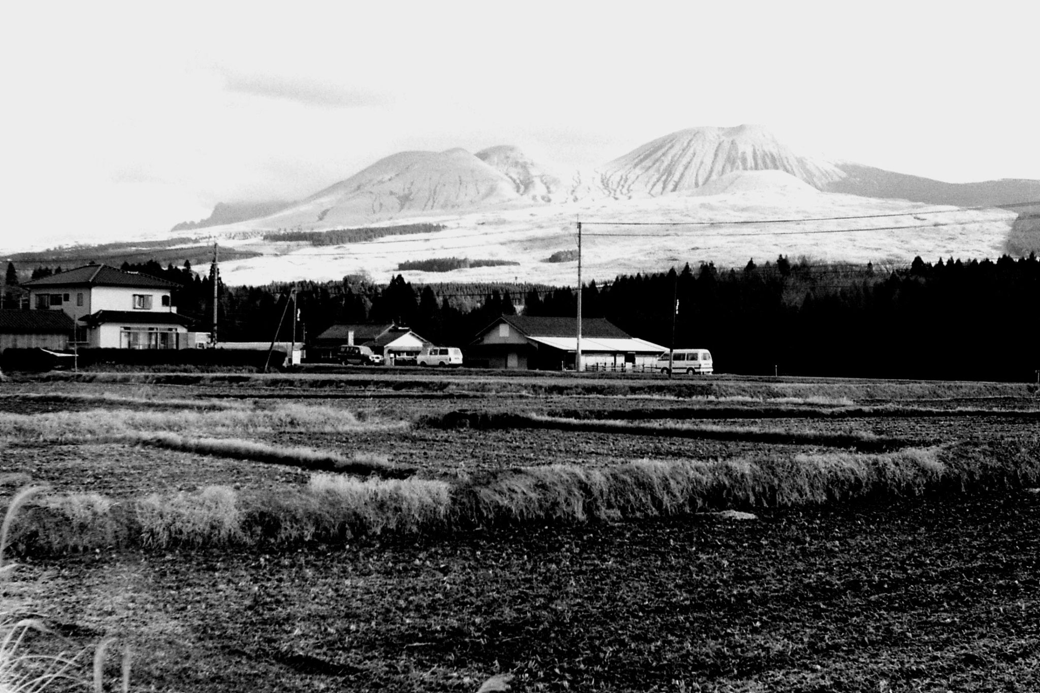 21/1/1989: 9: Mt Aso with Komozuka in front