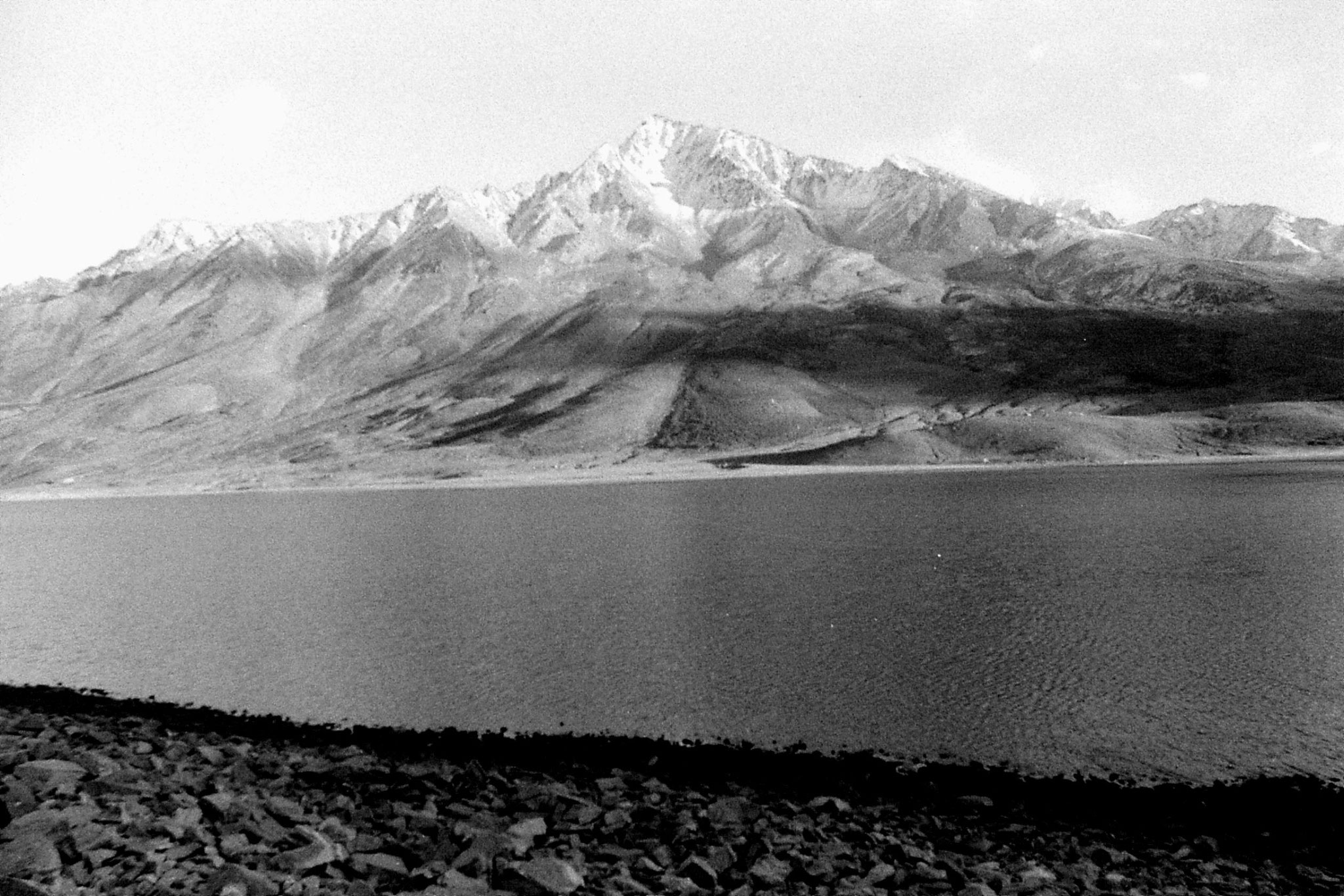 26/10/1989: 16: Shandar Pass, lake and mountain on south side