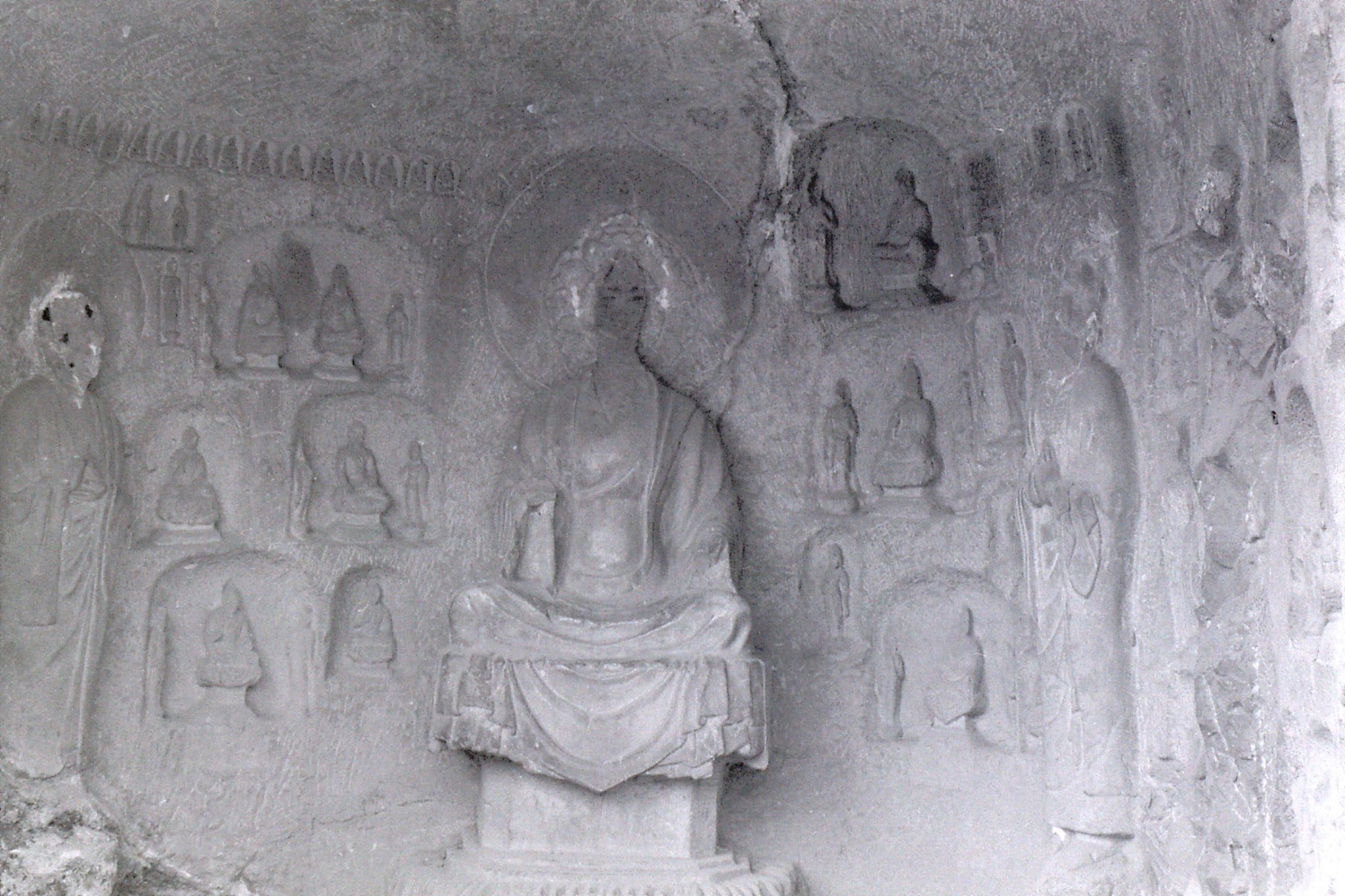28/2/1989: 7: Luoyang Longmen Caves alcove