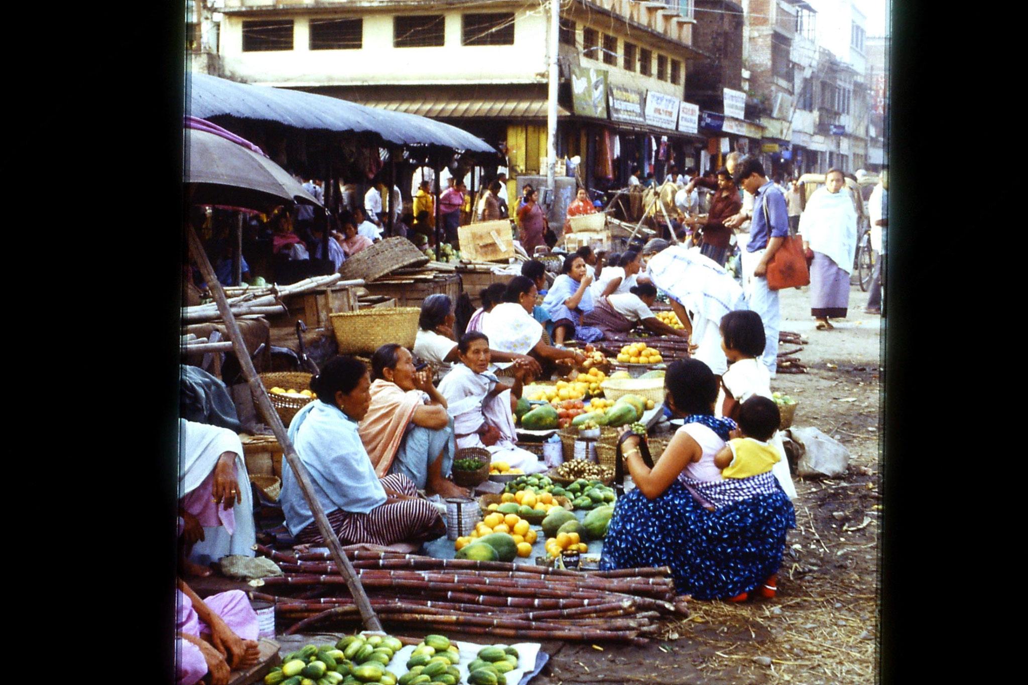113/26:  17/4 Imphal women's market