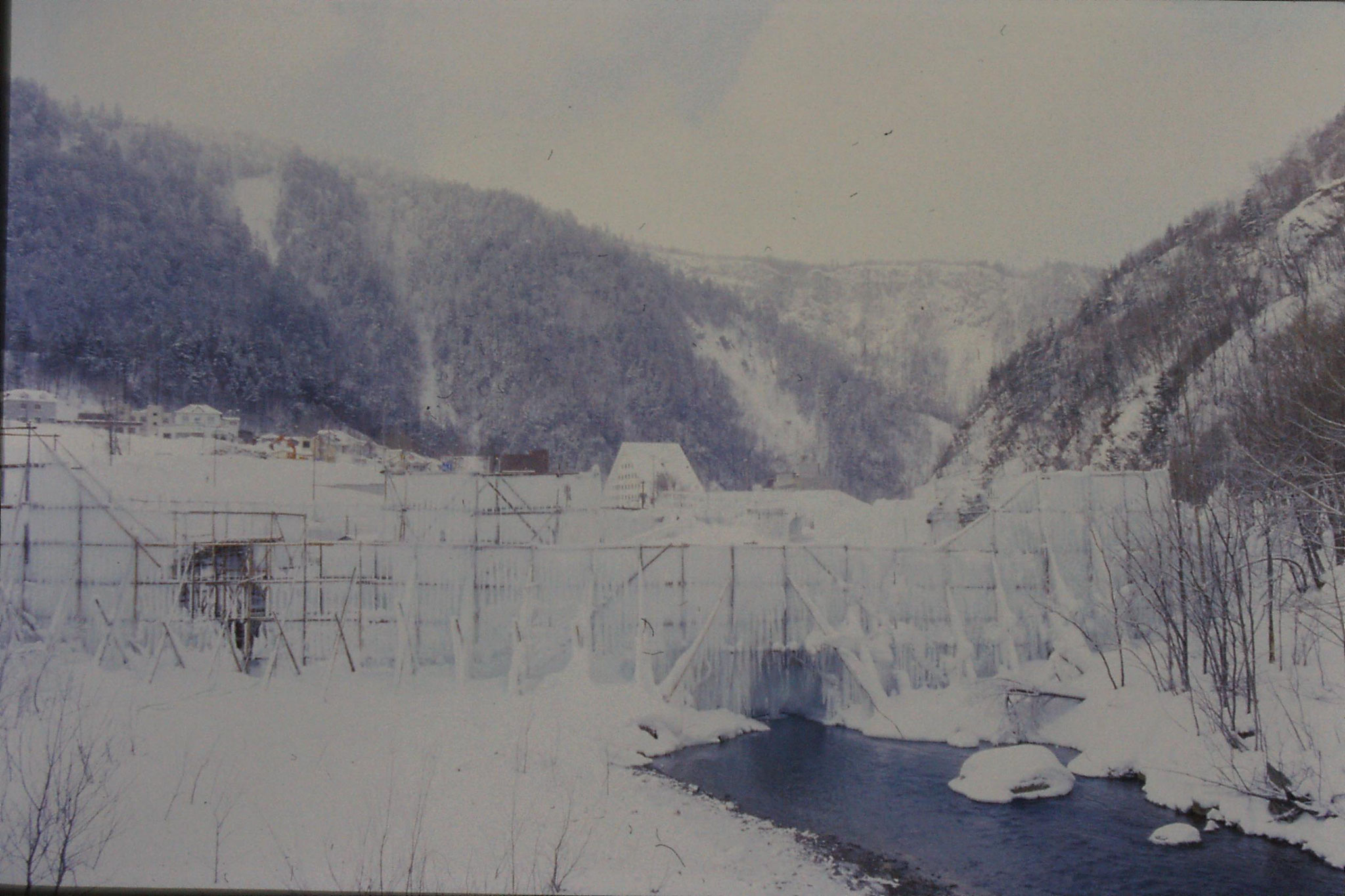 12/1/1989: 12: Sounkyo Onsen Gorge, preparing ice scuptures