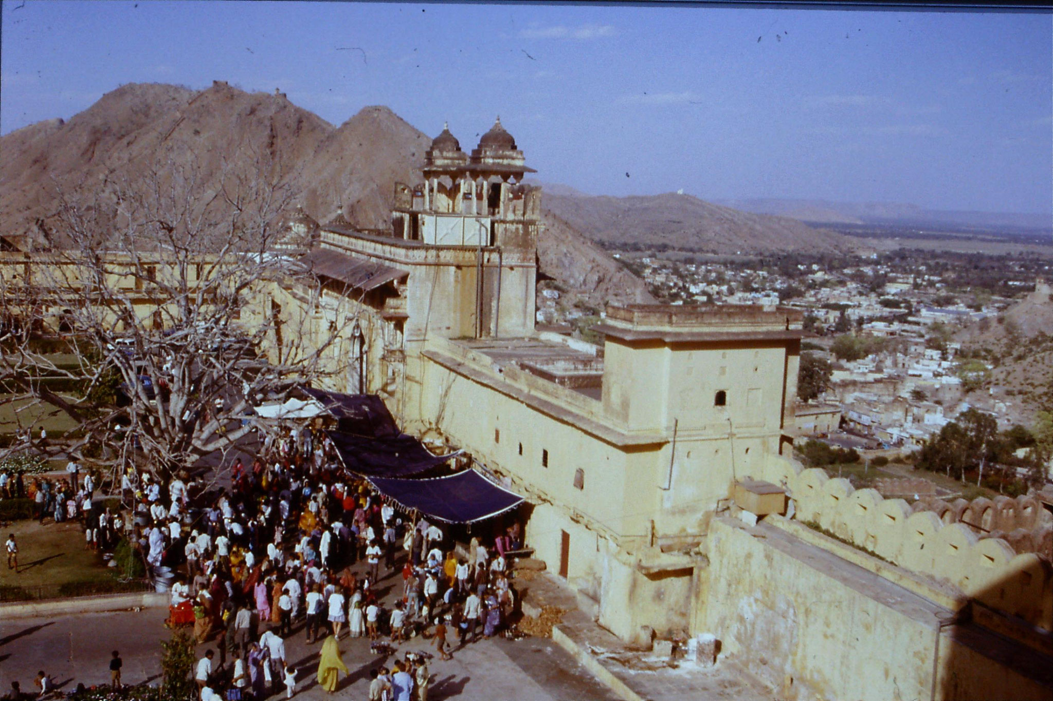 109/18: 3/4/1990 Jaipur/Amber - view from top of amber palace