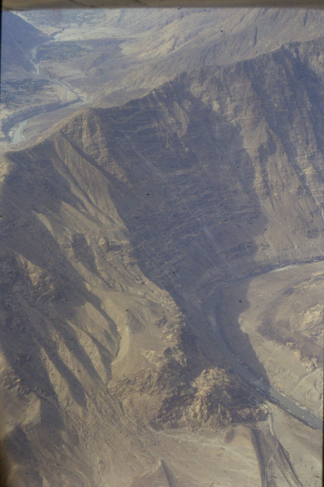 22/10/1989: 22: confluence of Indus and Gilgit rivers