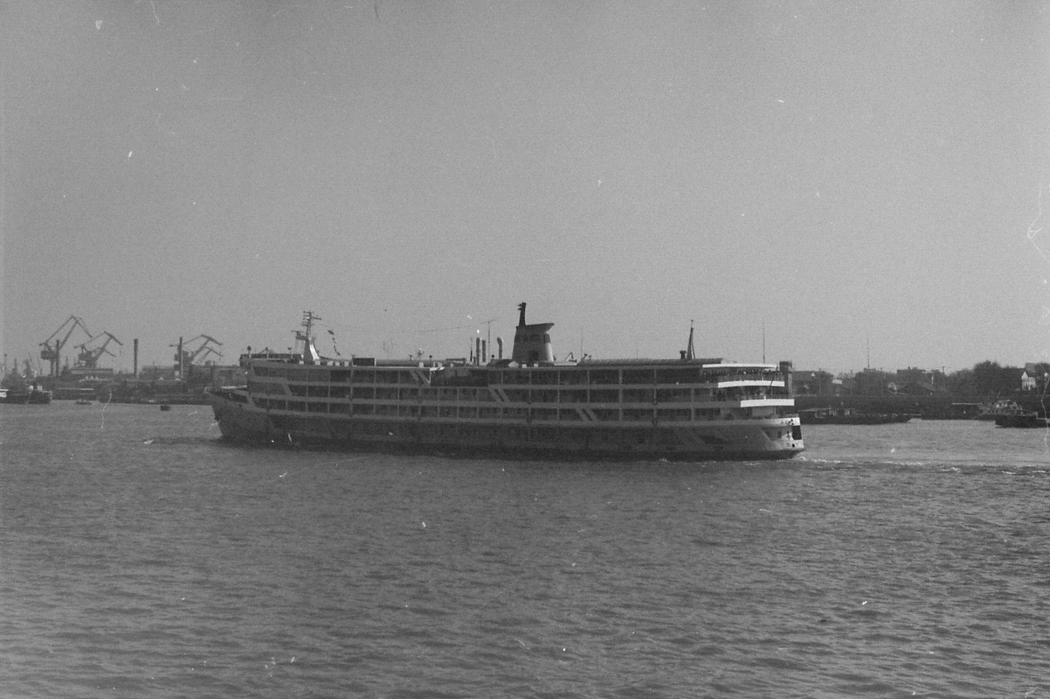 14/12/1988: 17: Shanghai, Yangtse passenger boat