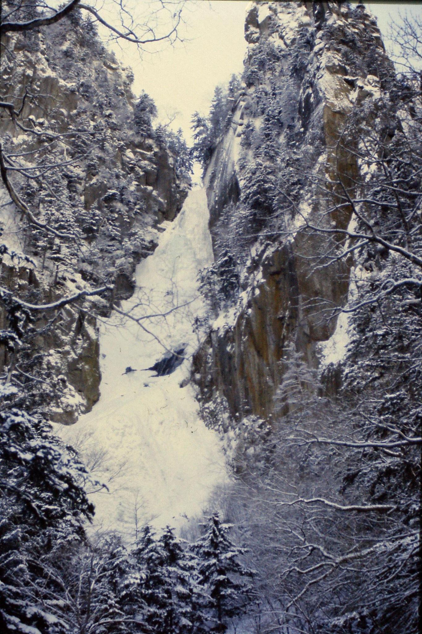 12/1/1989: 15: Sounkyo Onsen Gorge, Teusho-no-iwa