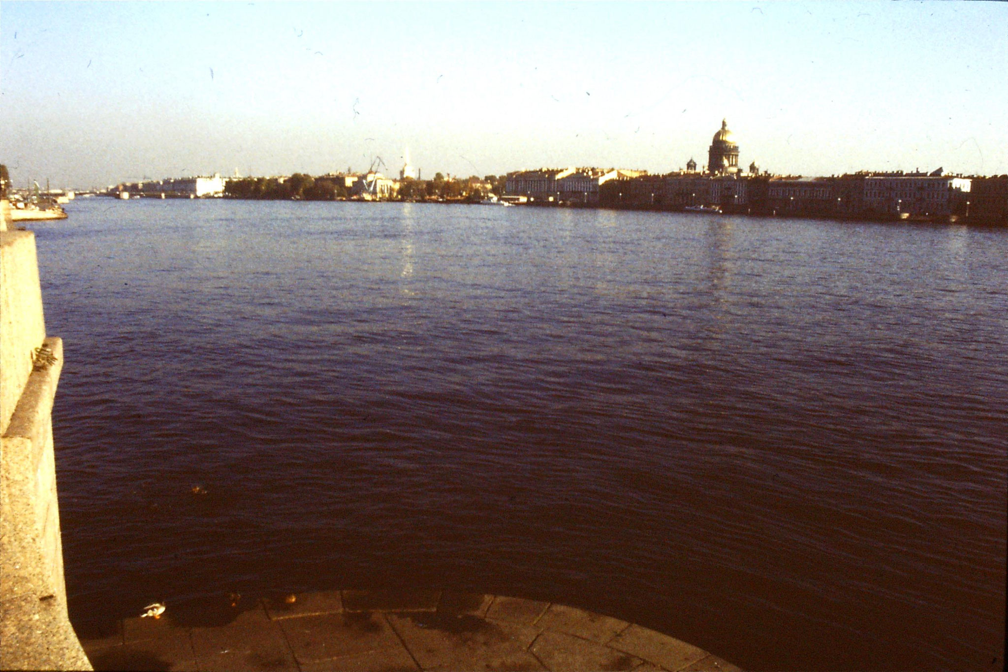 13/10/1988:22:  Leningrad looking east from bridge