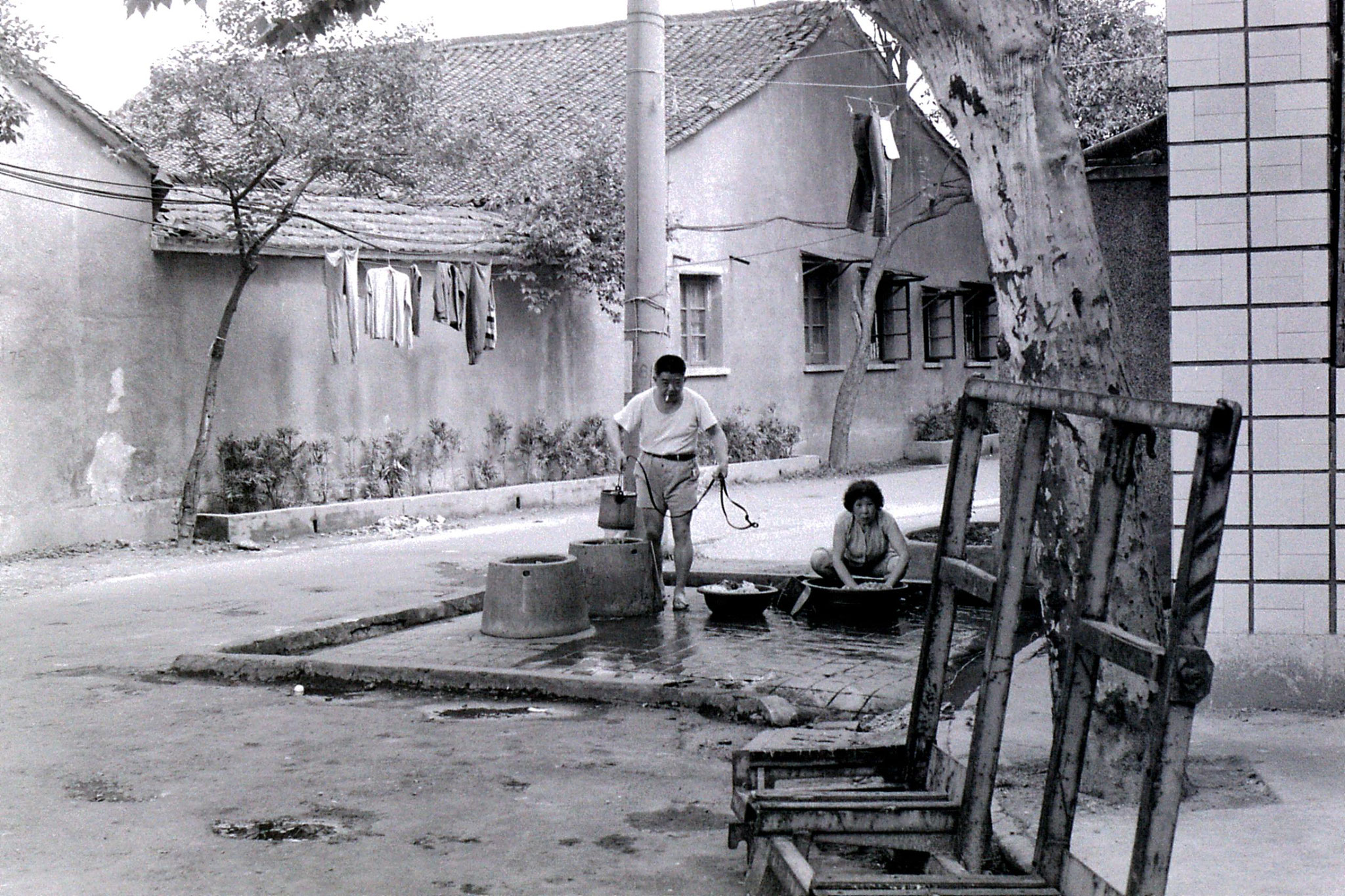 6/6/1989: 29: washing in street