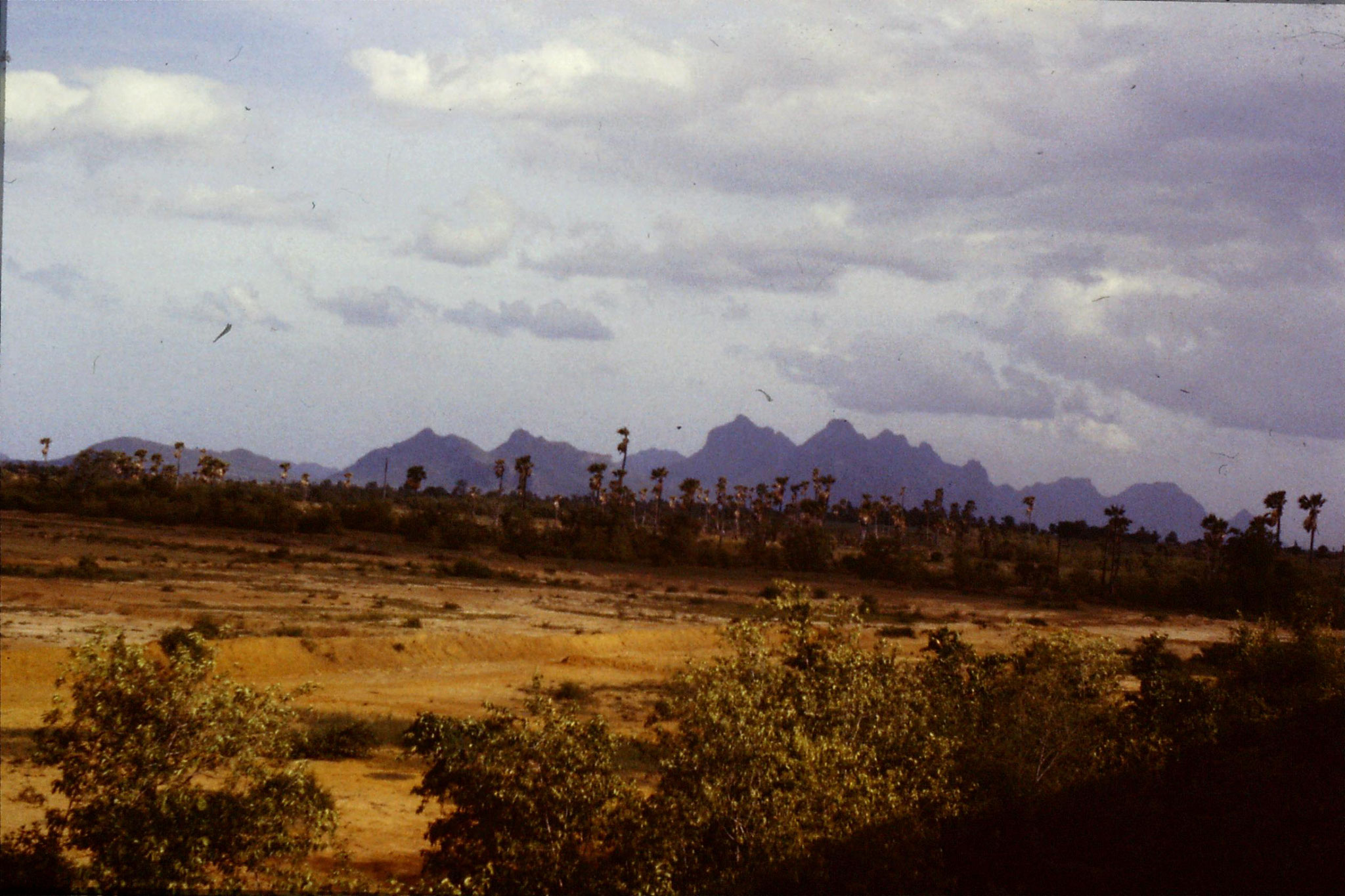 18/6/1990: 15: train to Kota Bharu, hills and palms after Huattin 5.40pm