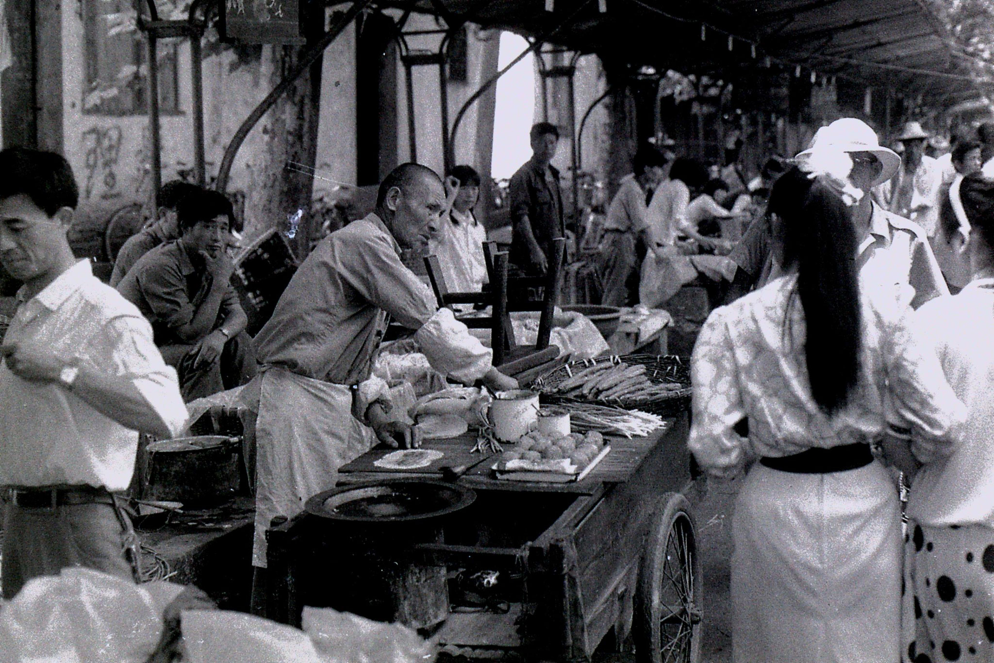 27/6/1989: 27: Shaoxing market, mobile snack stall