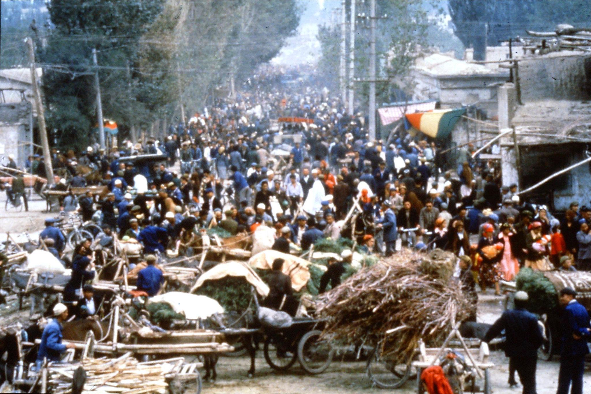 10/9/1989:11: Kashgar Sunday market