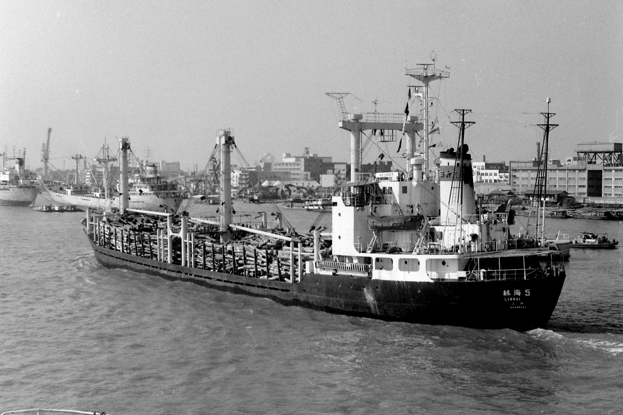 17/12/1988: 4: Shanghai harbour from ship to Kobe