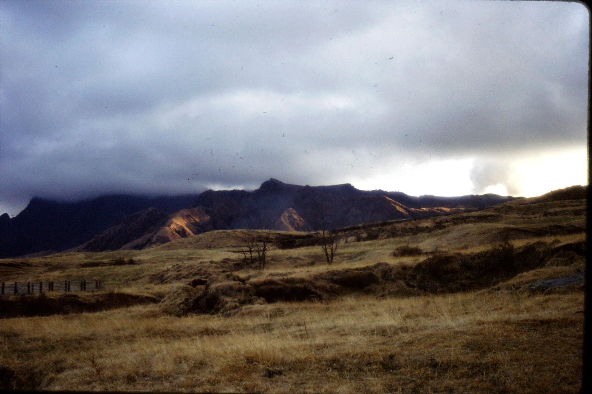 21/1/1989: 0: view from Aso of Aso San late afternoon, Takadate on left in cloud