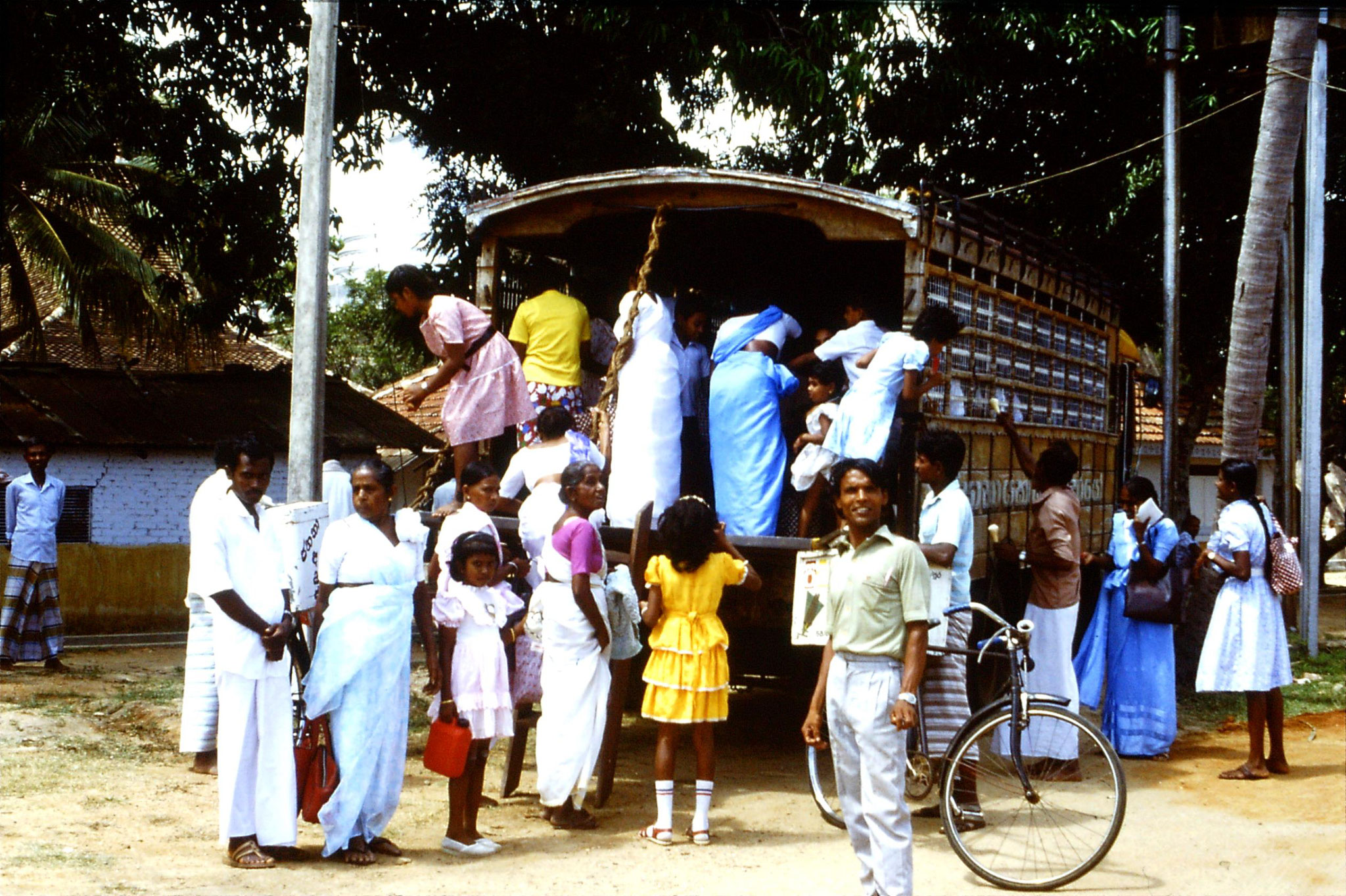 9/2/1990: 11: Anuradhapura, pilgrims getting on converted lorry at Isurumoniya