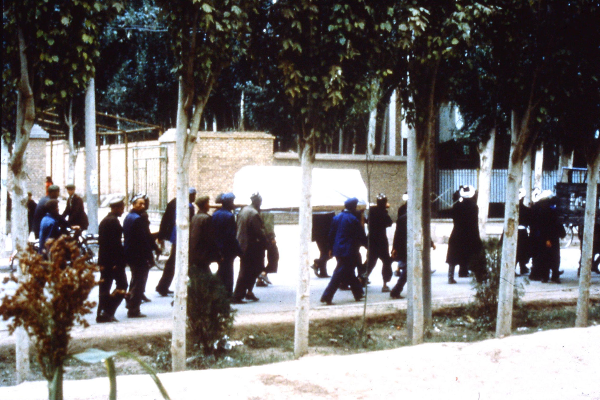 10/9/1989:12: Kasgar funeral cortege outside Oasis cafe