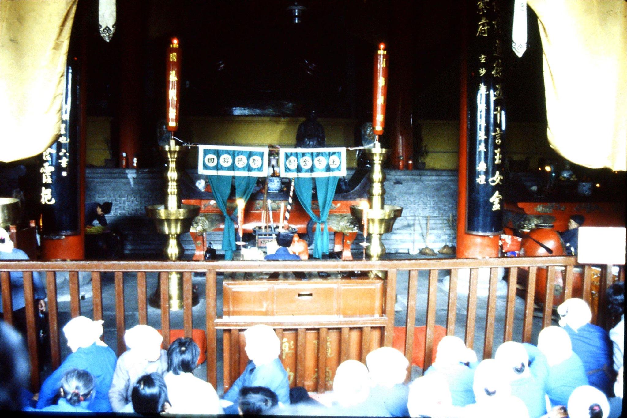 22/3/1989: 3: Suzhou: inside Wuanmiao Si temple