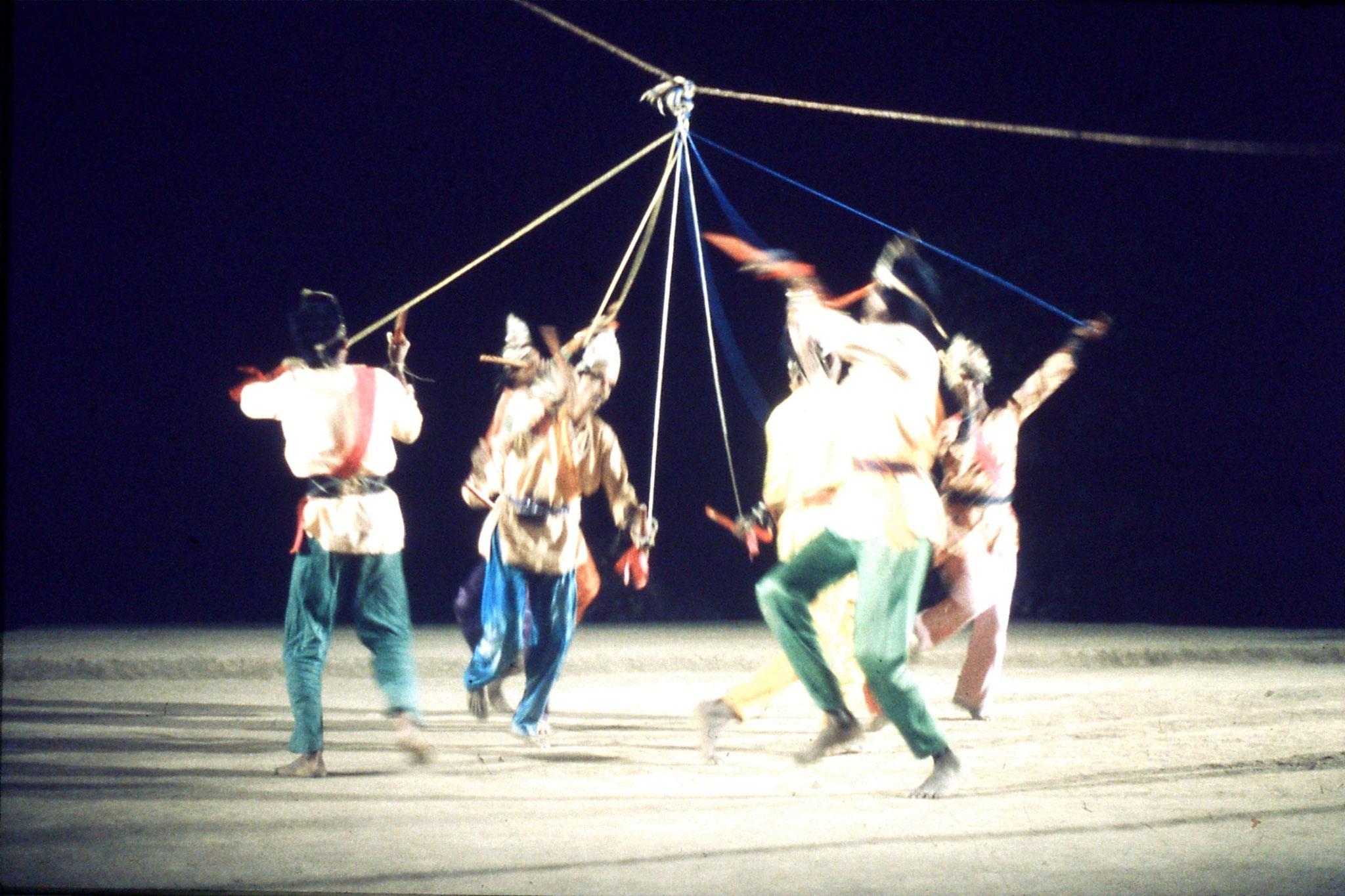 8/12/1989: 32: Udaipur Shilp Gram Craft Centre dancing
