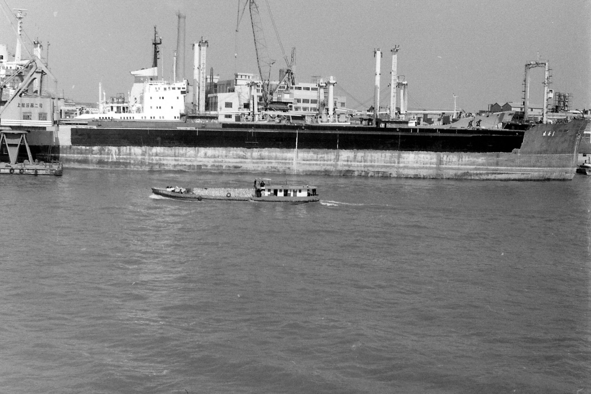 17/12/1988: 1: Shanghai harbour from ship to Kobe