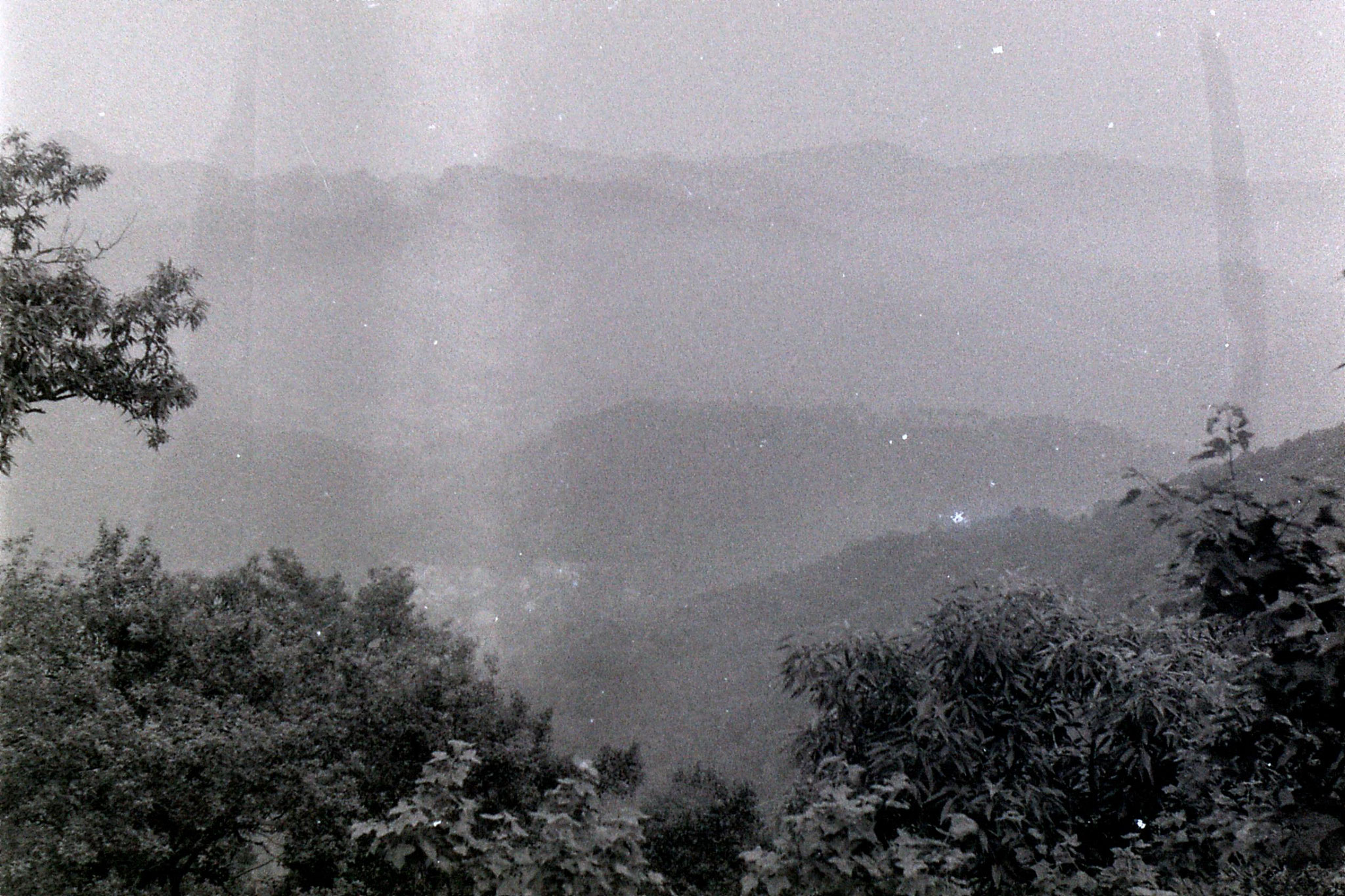 8/7/1989: 16: walk up Yu Huang Shu and view