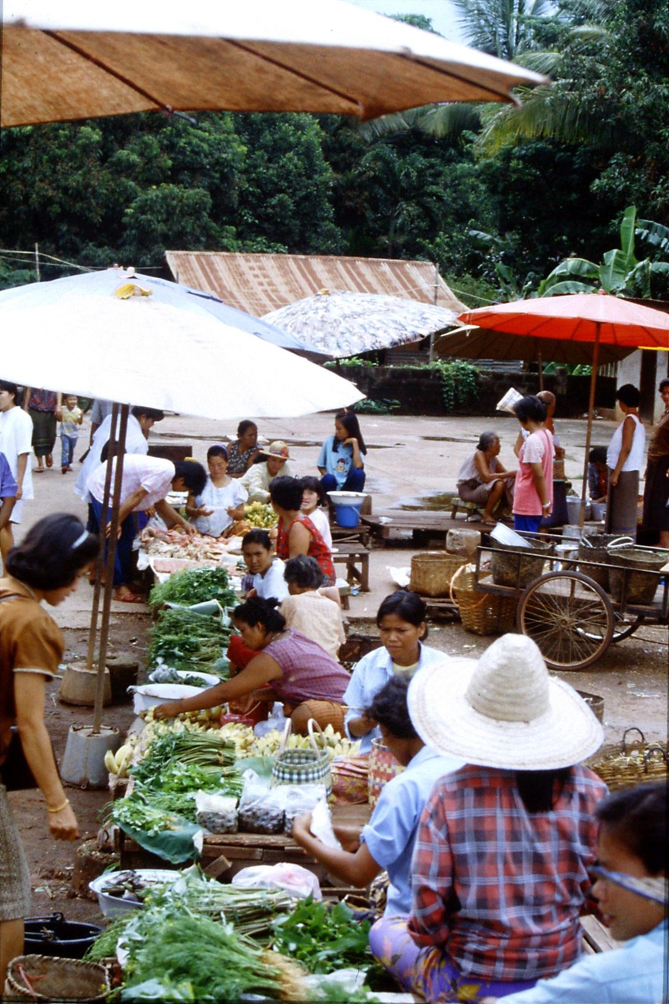 30/5/1990: 28: Nong Khai market