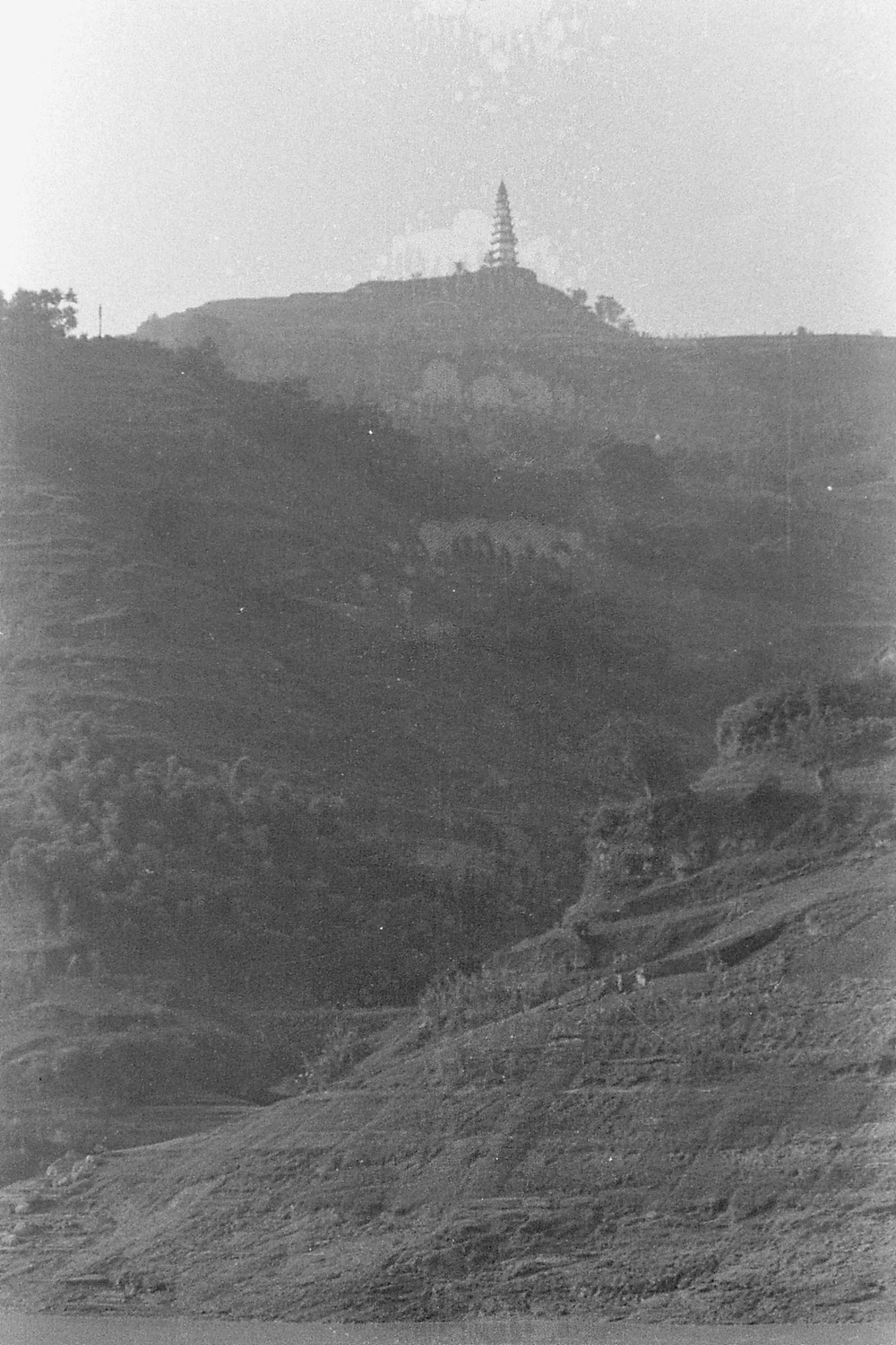 11/8/1989: 26: first pagoda coming west into Wanxian