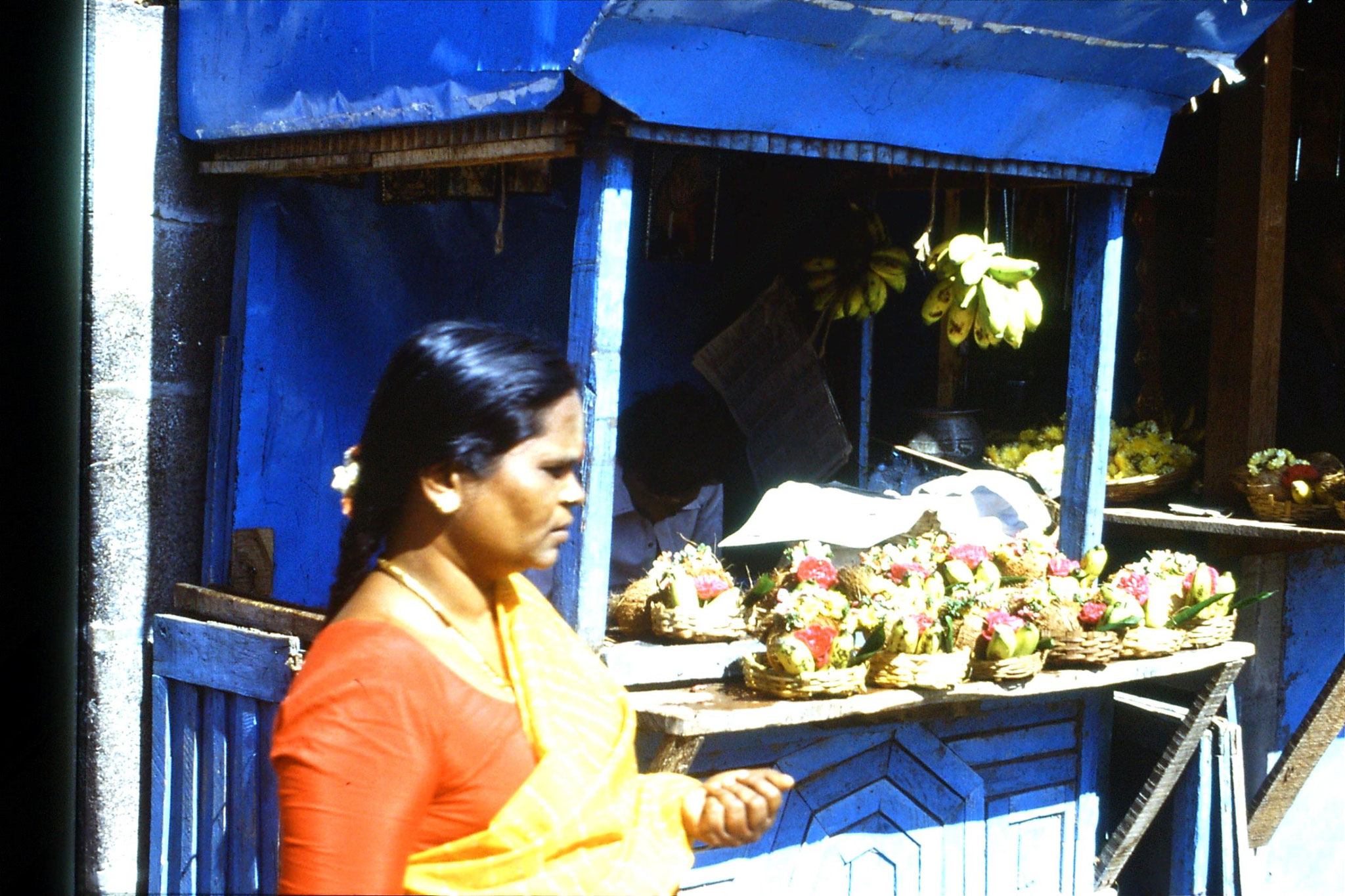 19/1/1990: 17: Kamakshi temple offerings stall