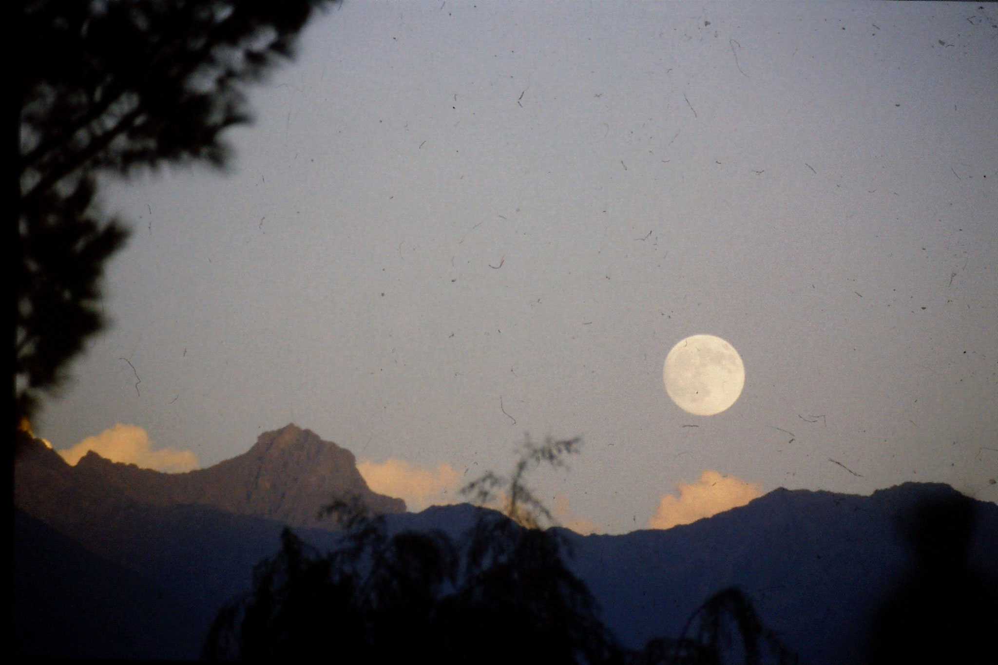 14/9/1989: 0: moon over Gilgit