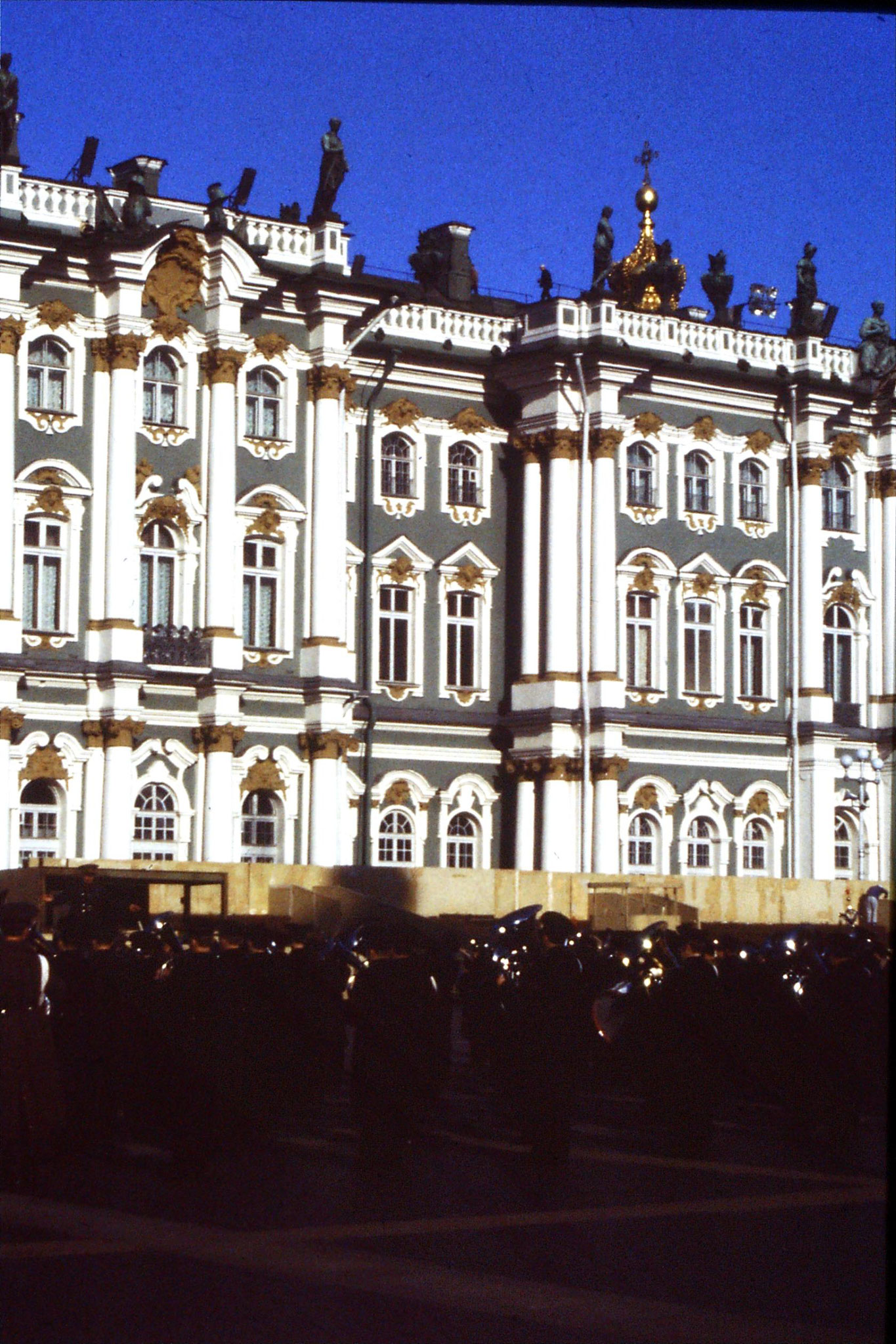 13/10/1988: 16:  Leningrad band in front of Hermitage