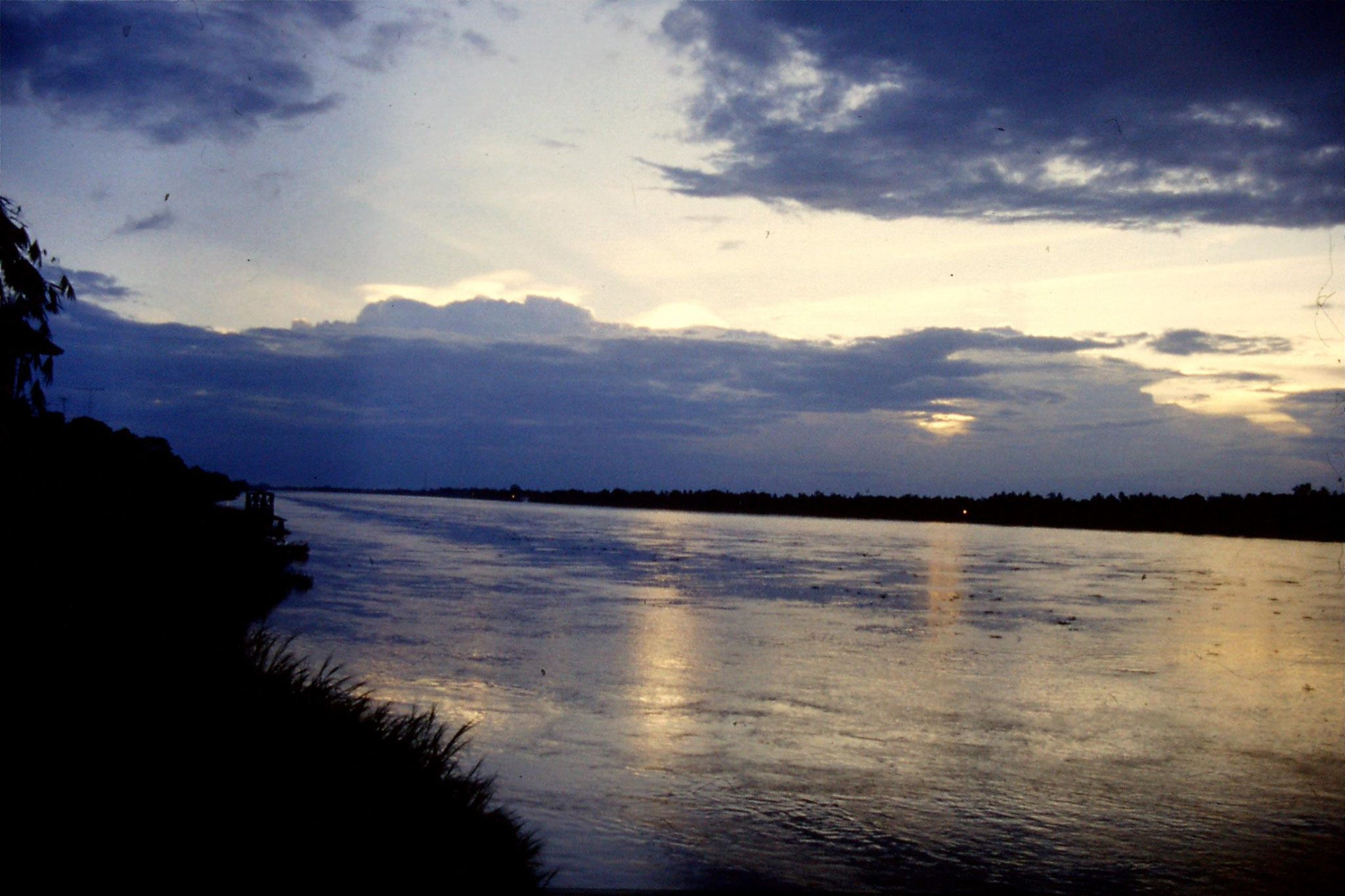 26/5/1990:11: Nong Khai sunset over Mekong