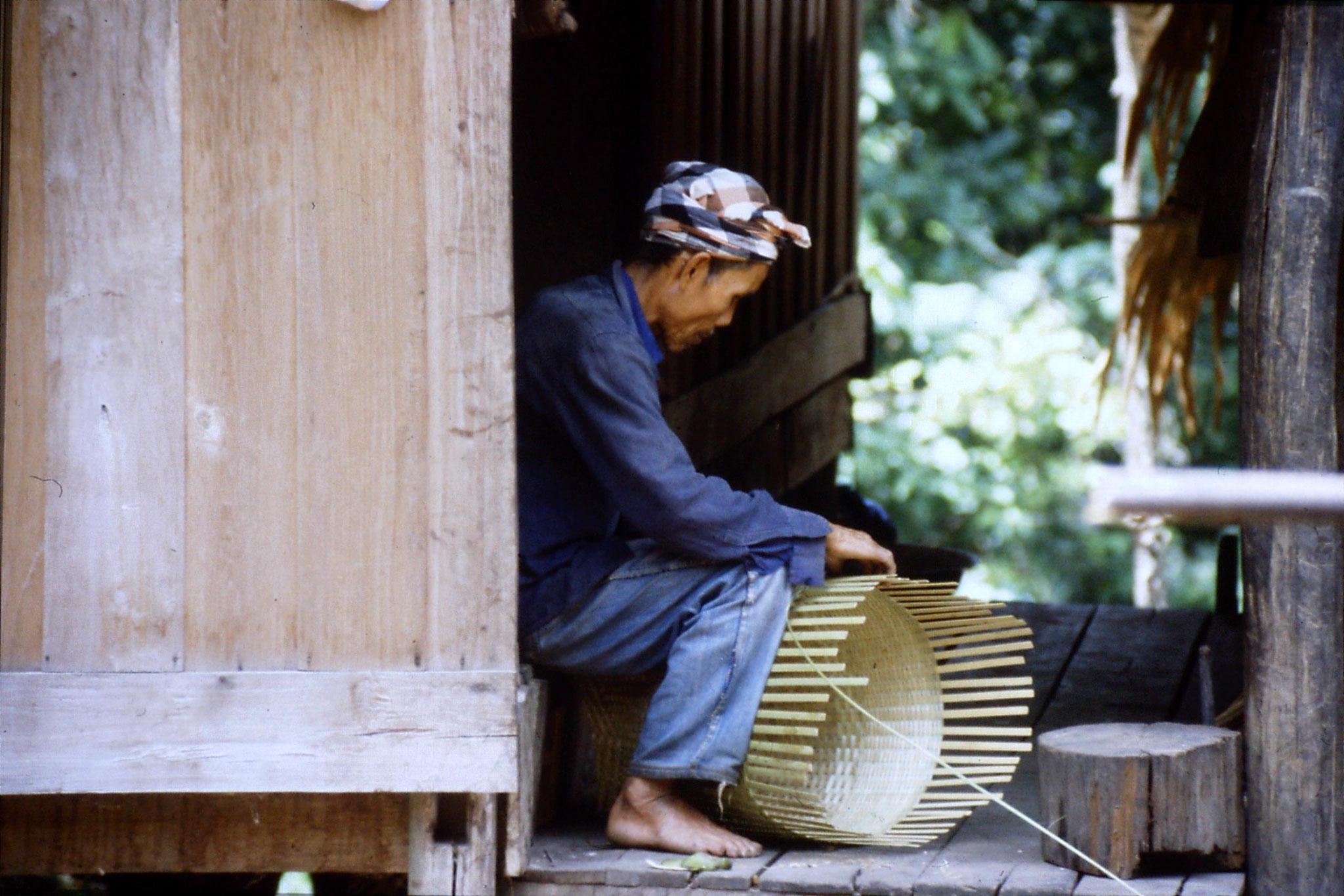 12/6/1990: 5: Trek - Mae Mi village (Karen)