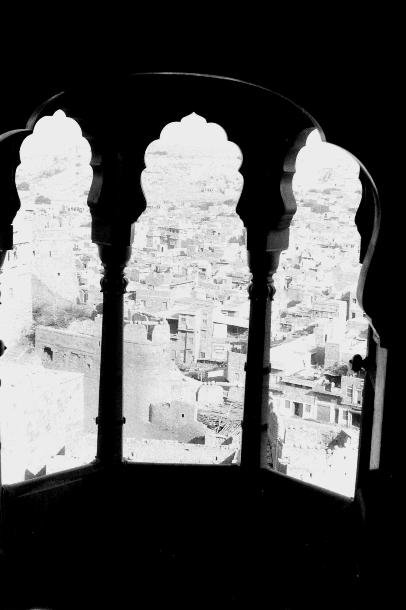 3/12/1989: 20: Jaisalmer, Fort and town through window