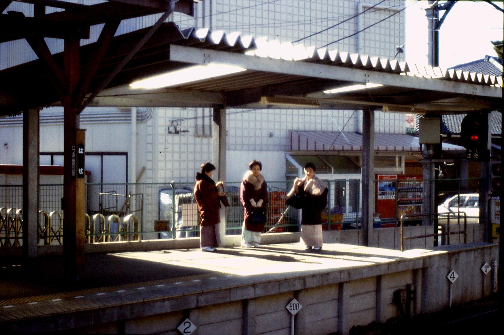 29/1/1989: 1: station platform Ken cho ji